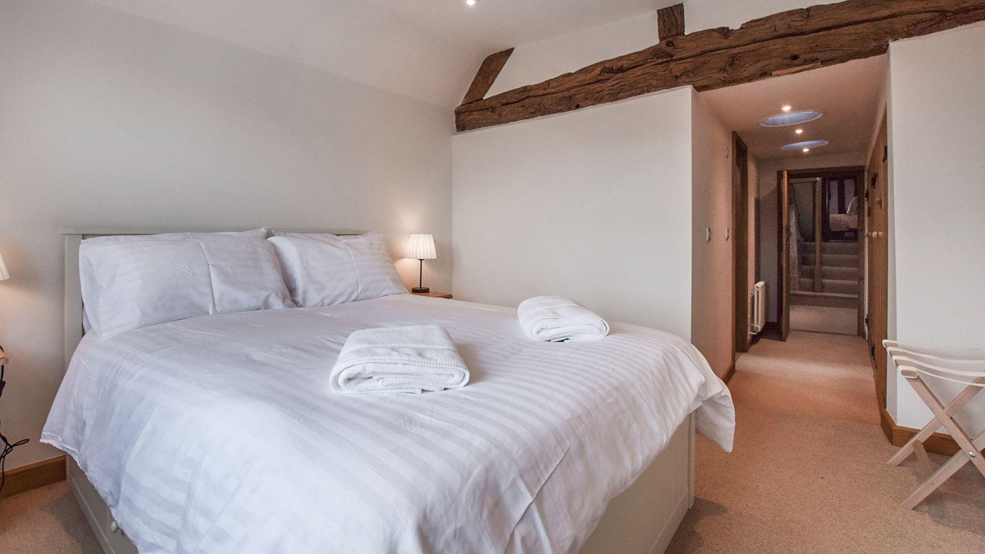 Bedroom 2, king-size, Mercia House, Bolthole Retreats