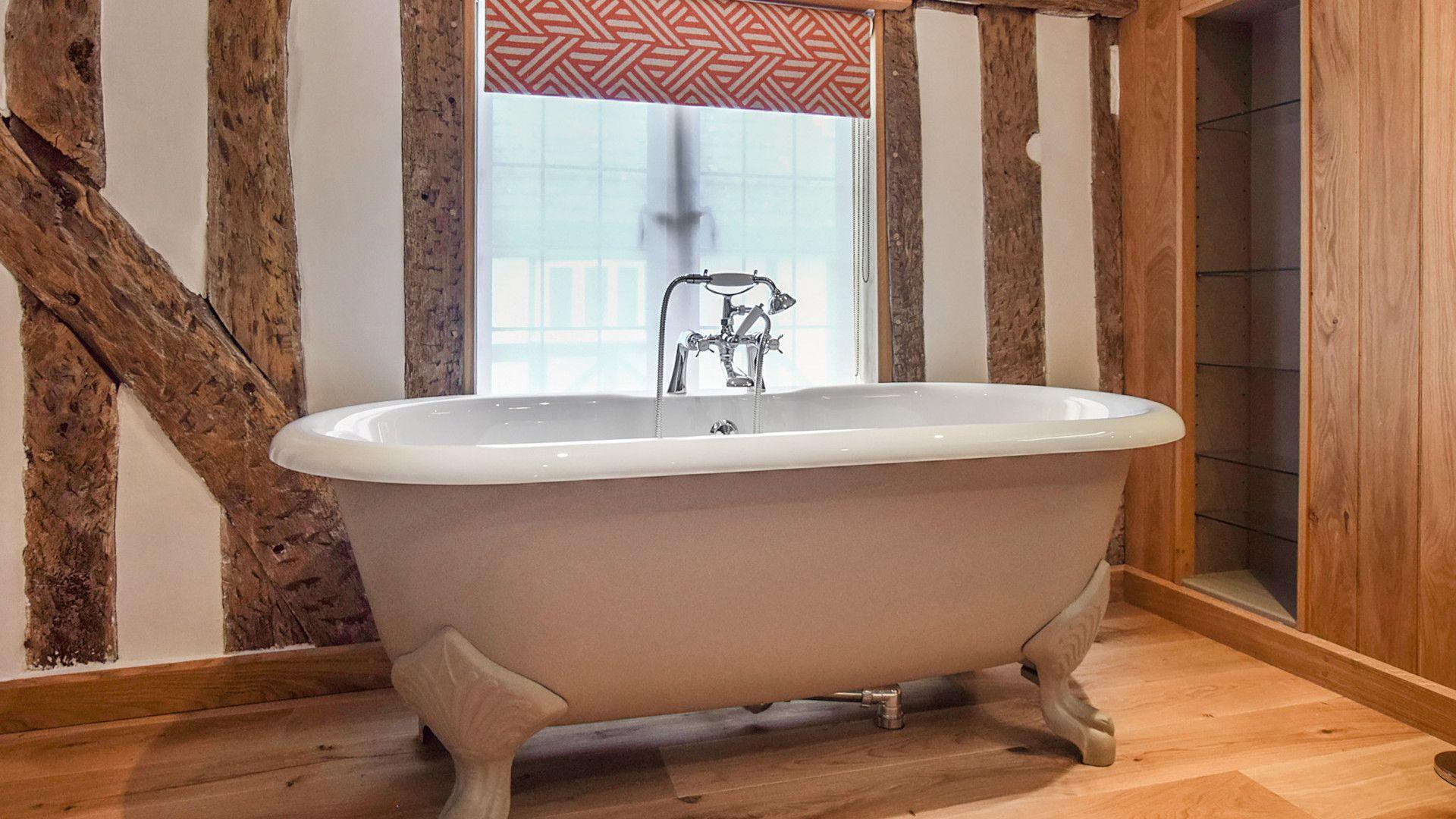En-suite bathroom to bedroom 3, Mercia House, Bolthole Retreats
