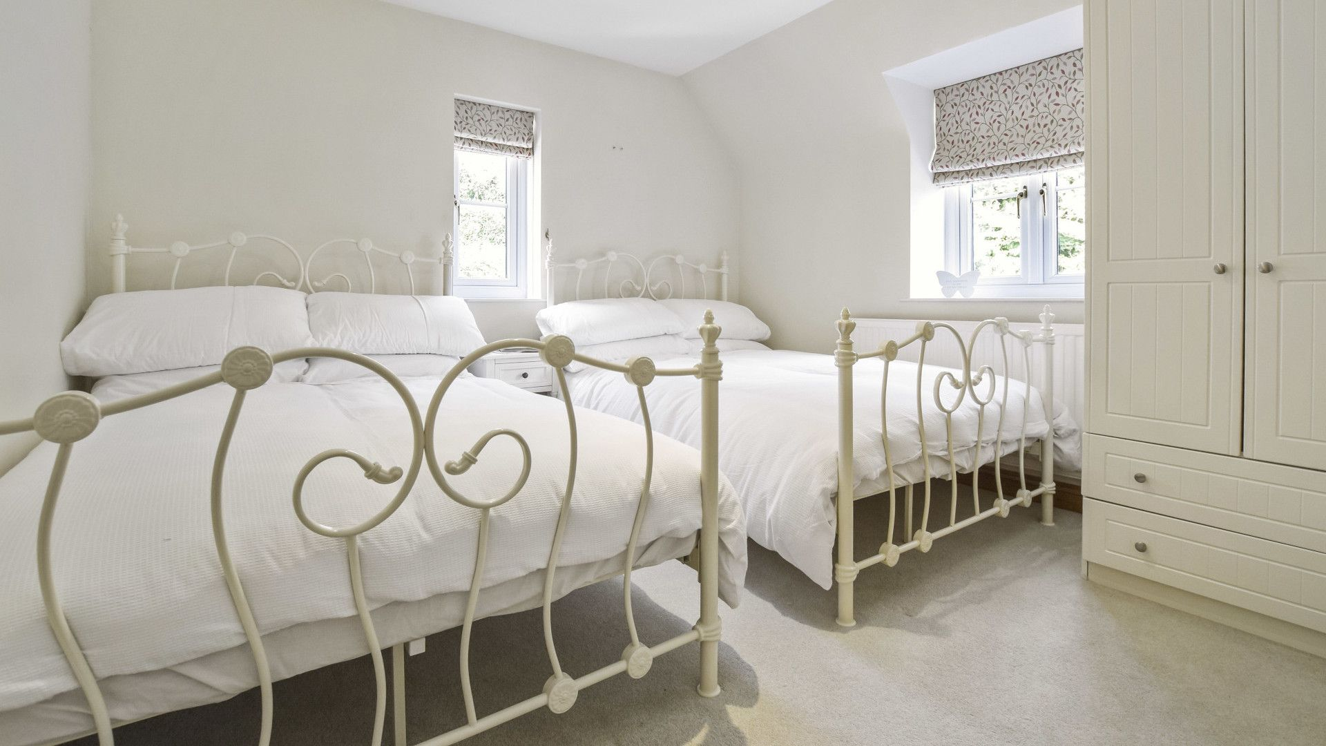 Twin Bedroom with two small double bed, Old Stables, Bolthole Retreats