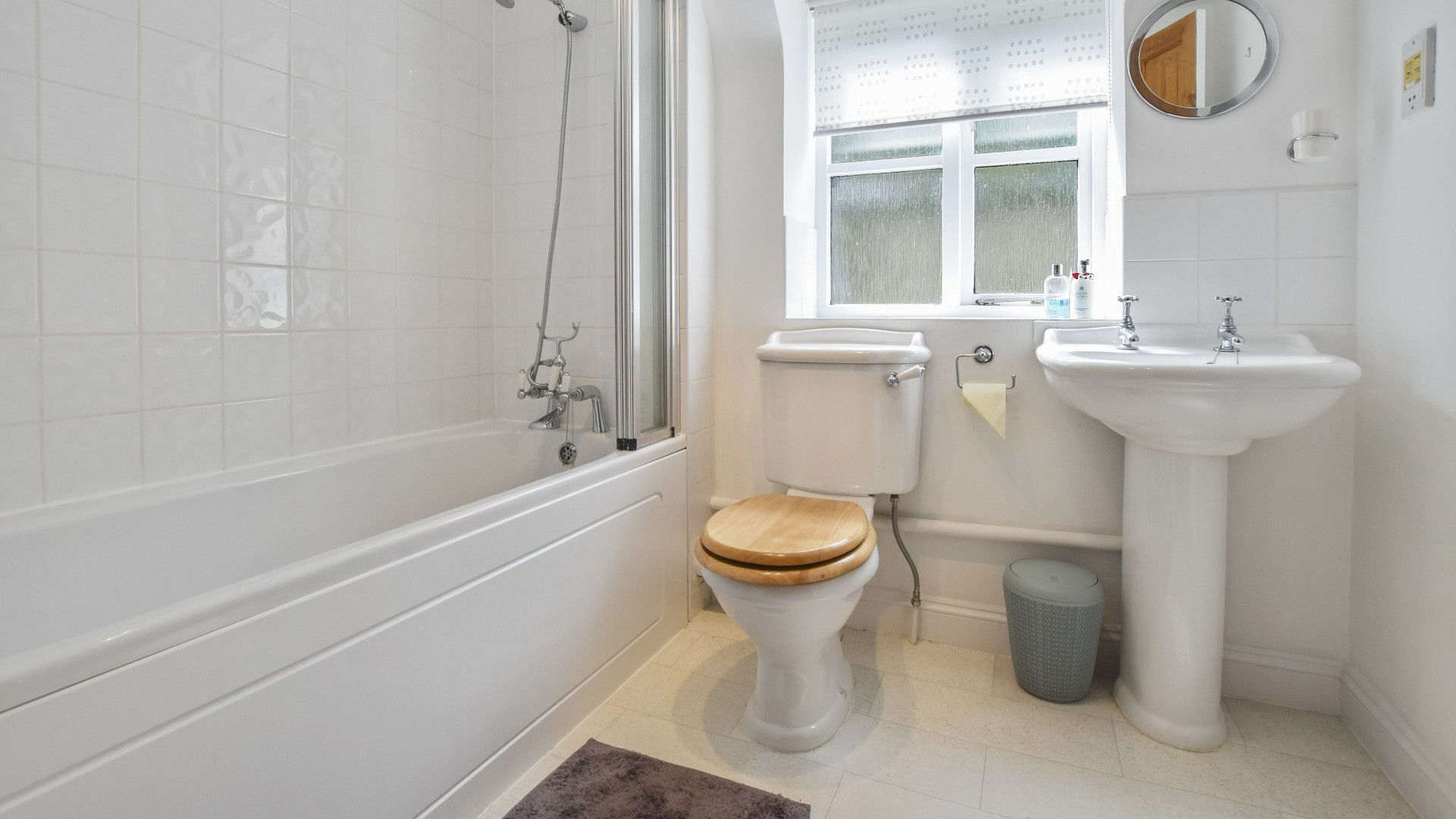 Family bathroom, Old Stables, Bolthole Retreats