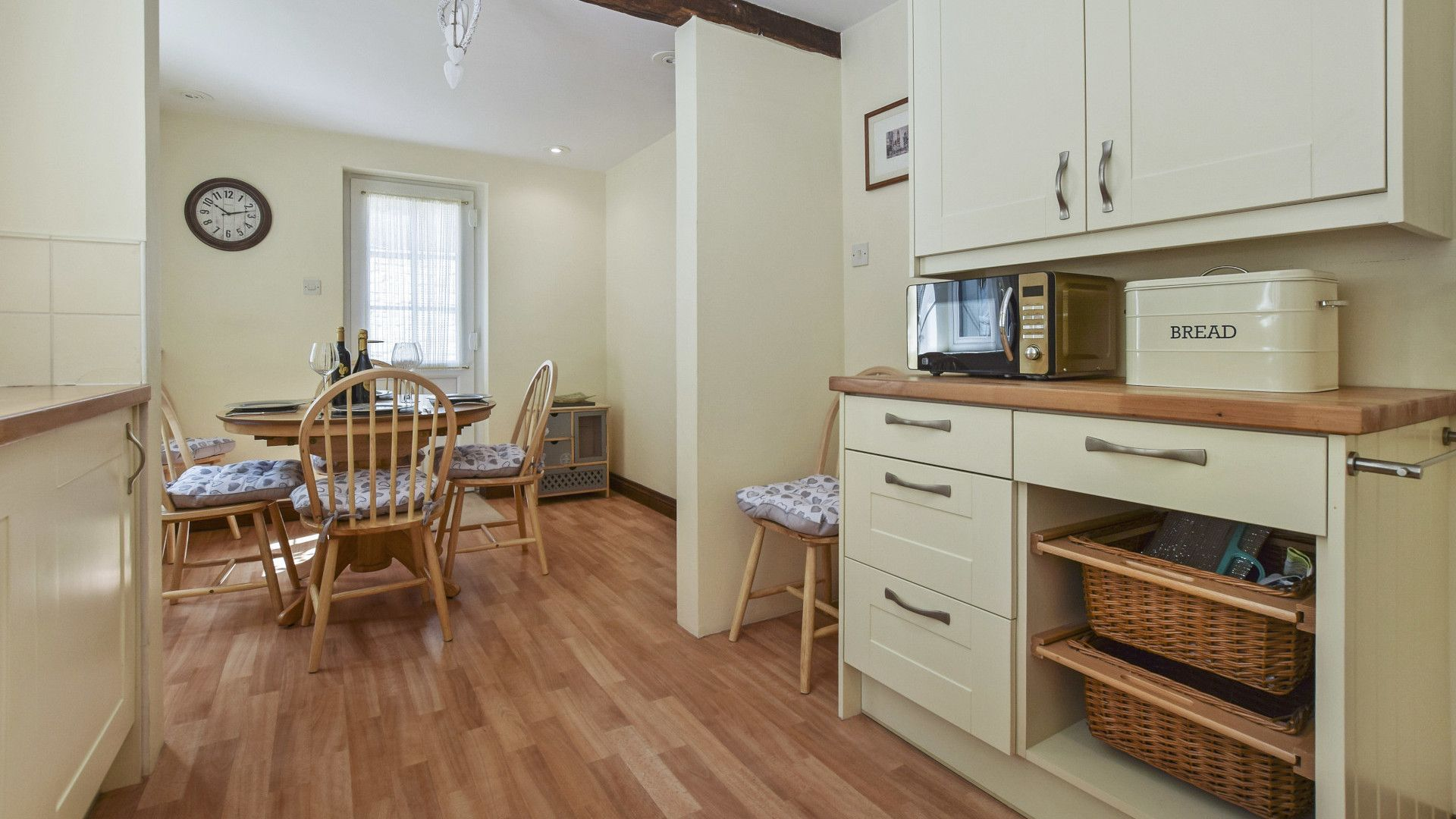 Kitchen and dining area, Old Stables, Bolthole Retreats