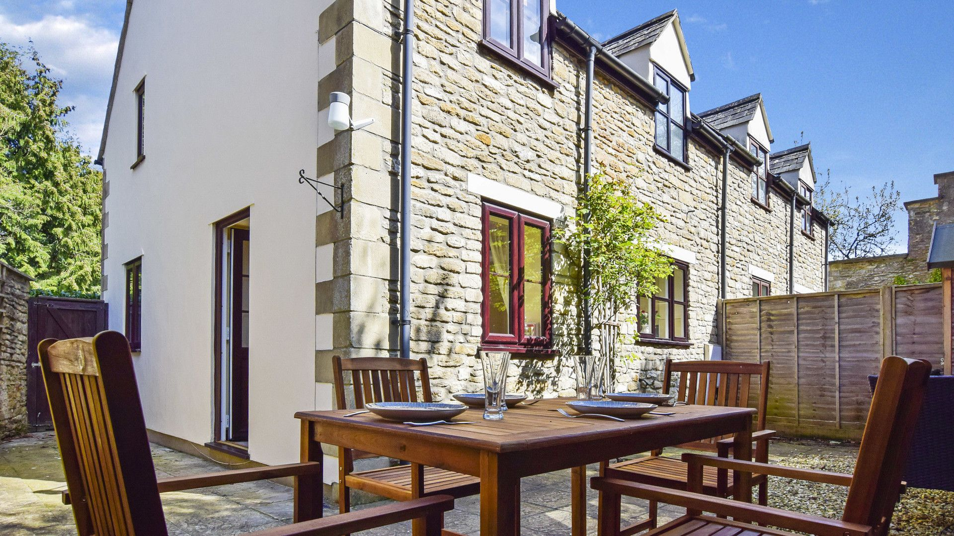 Courtyard garden, Old Stables, Bolthole Retreats