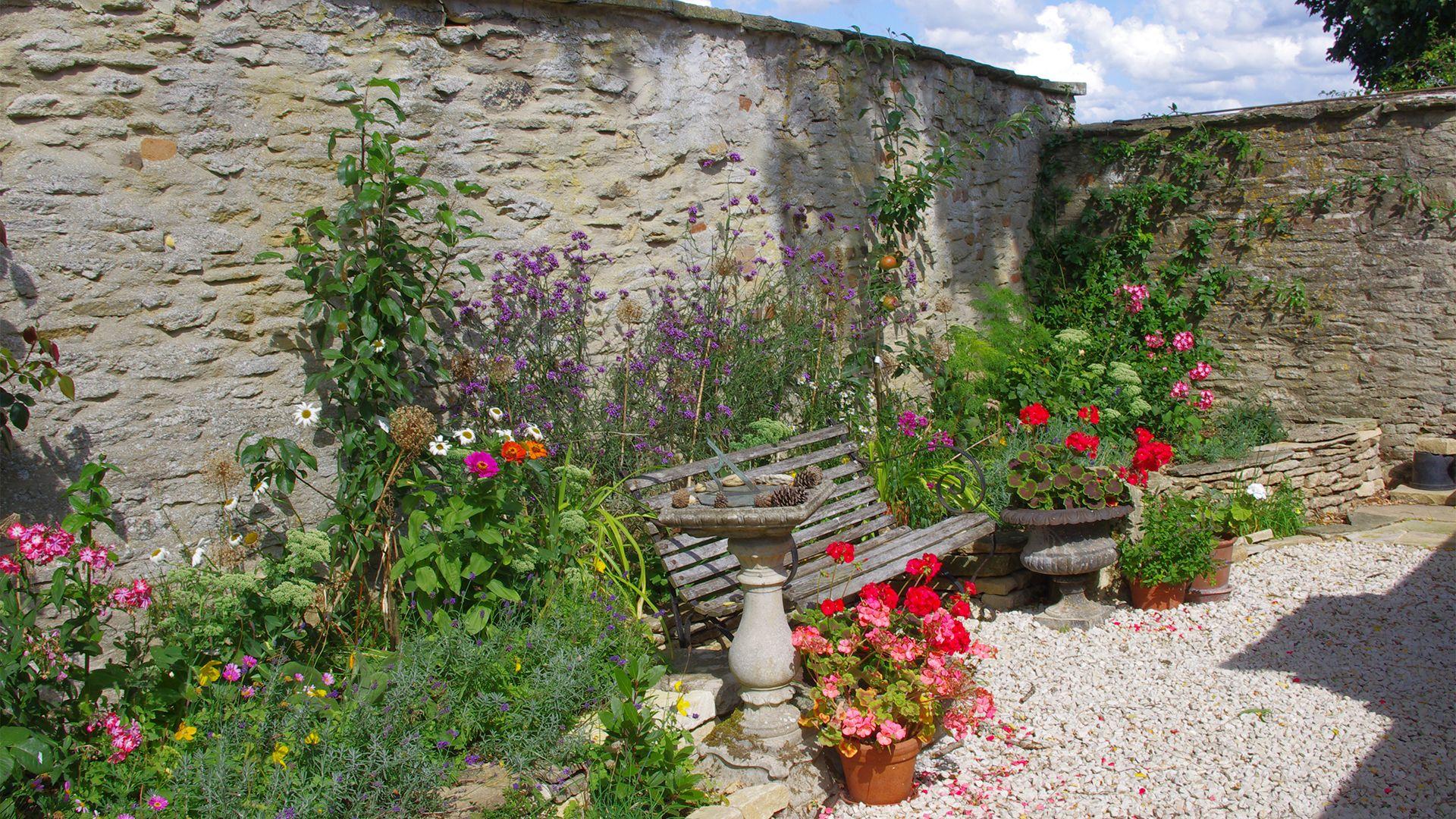 Walled garden, Maisey Cottage, Bolthole Retreats