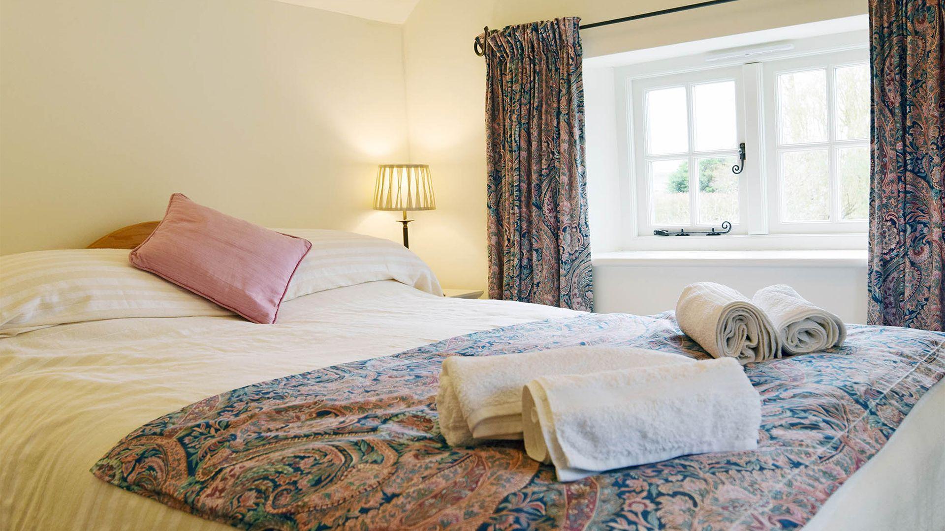 Bedroom 2 king-size bed, Maisey Cottage, Bolthole Retreats