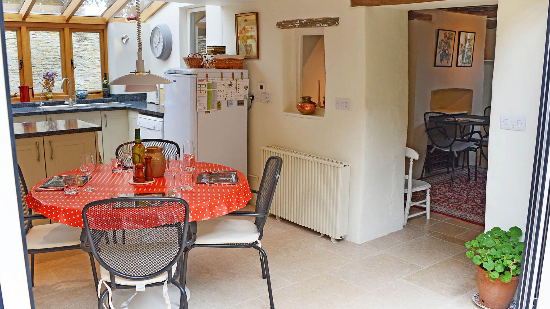 Dining area, Maisey Cottage, Bolthole Retreats