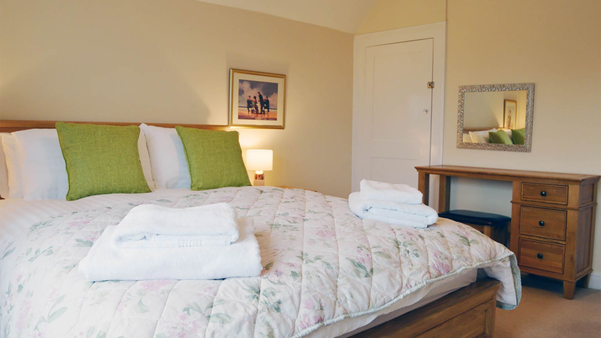 Bedroom 1, king-size, Meadow View, Bolthole Retreats