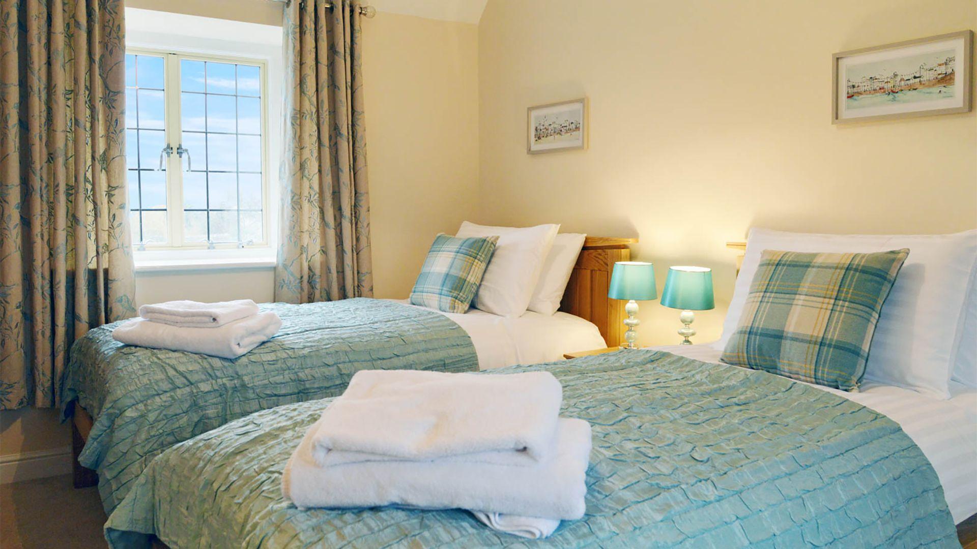 Bedroom 2, twin, Meadow View, Bolthole Retreats