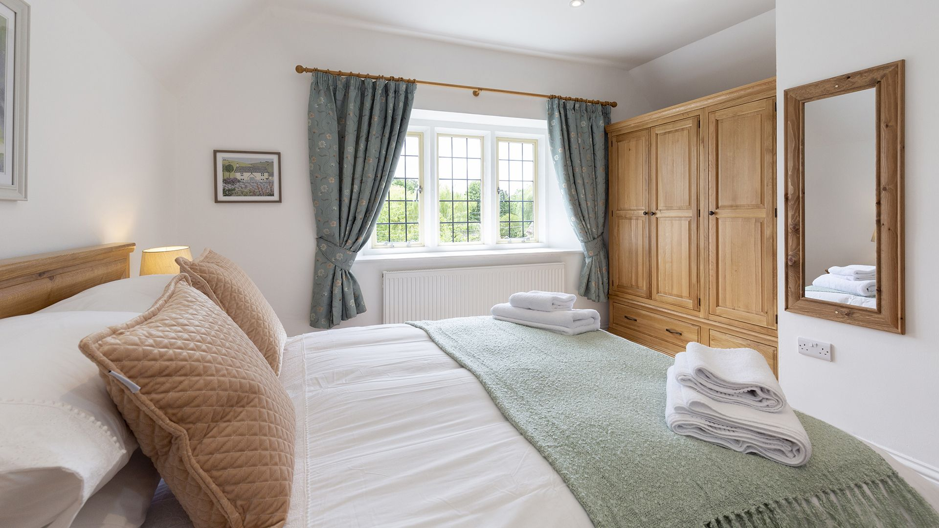 Master bedroom with king-size bed, Meadow View 2, Bolthole Retreats