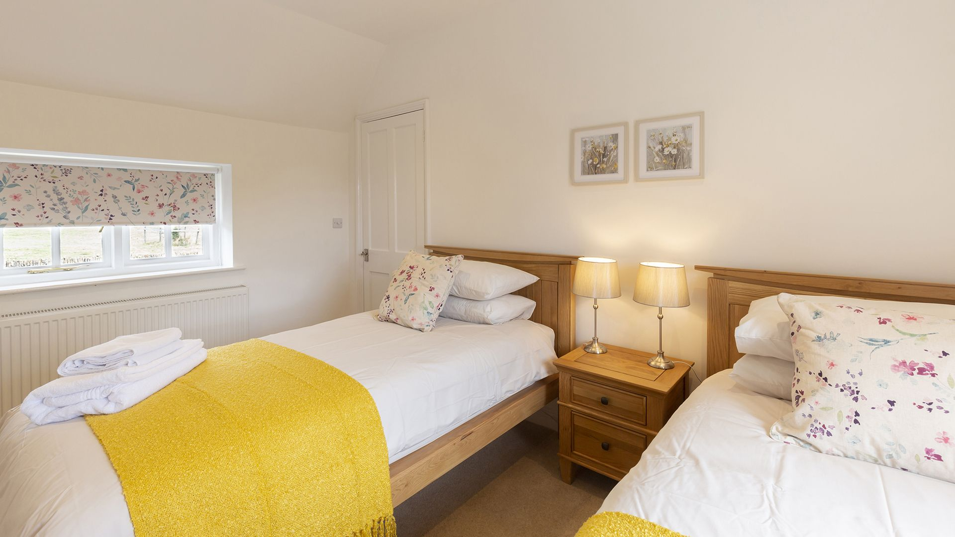 Bedroom 2, twin, Meadow View 2, Bolthole Retreats
