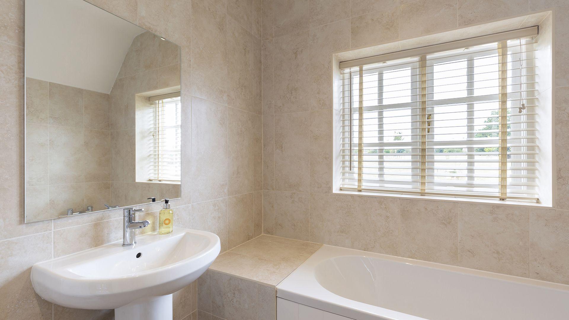 Family bathroom, Meadow View 2, Bolthole Retreats