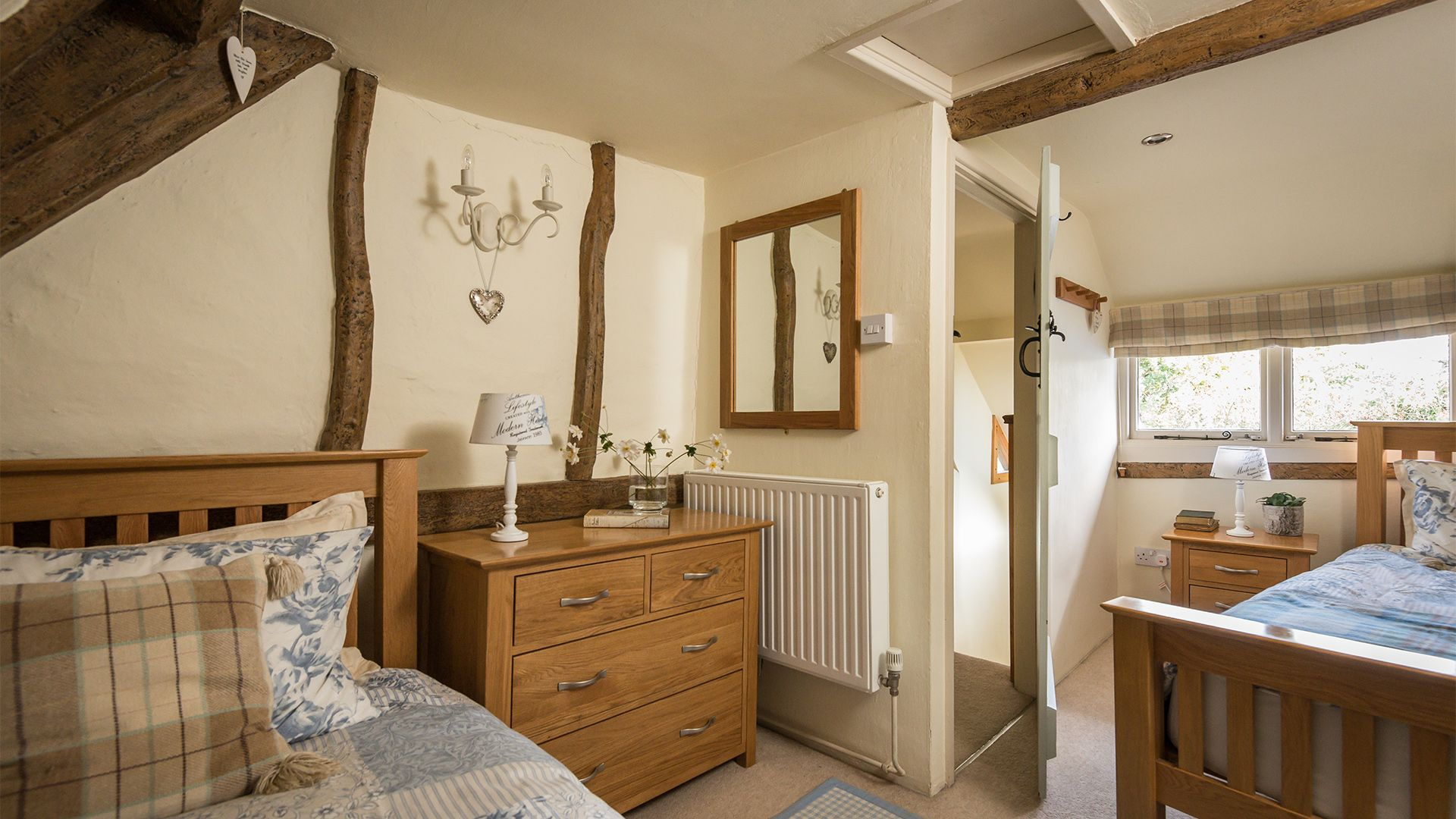 Twin bedroom, Old Fox Cottage, Bolthole Retreats