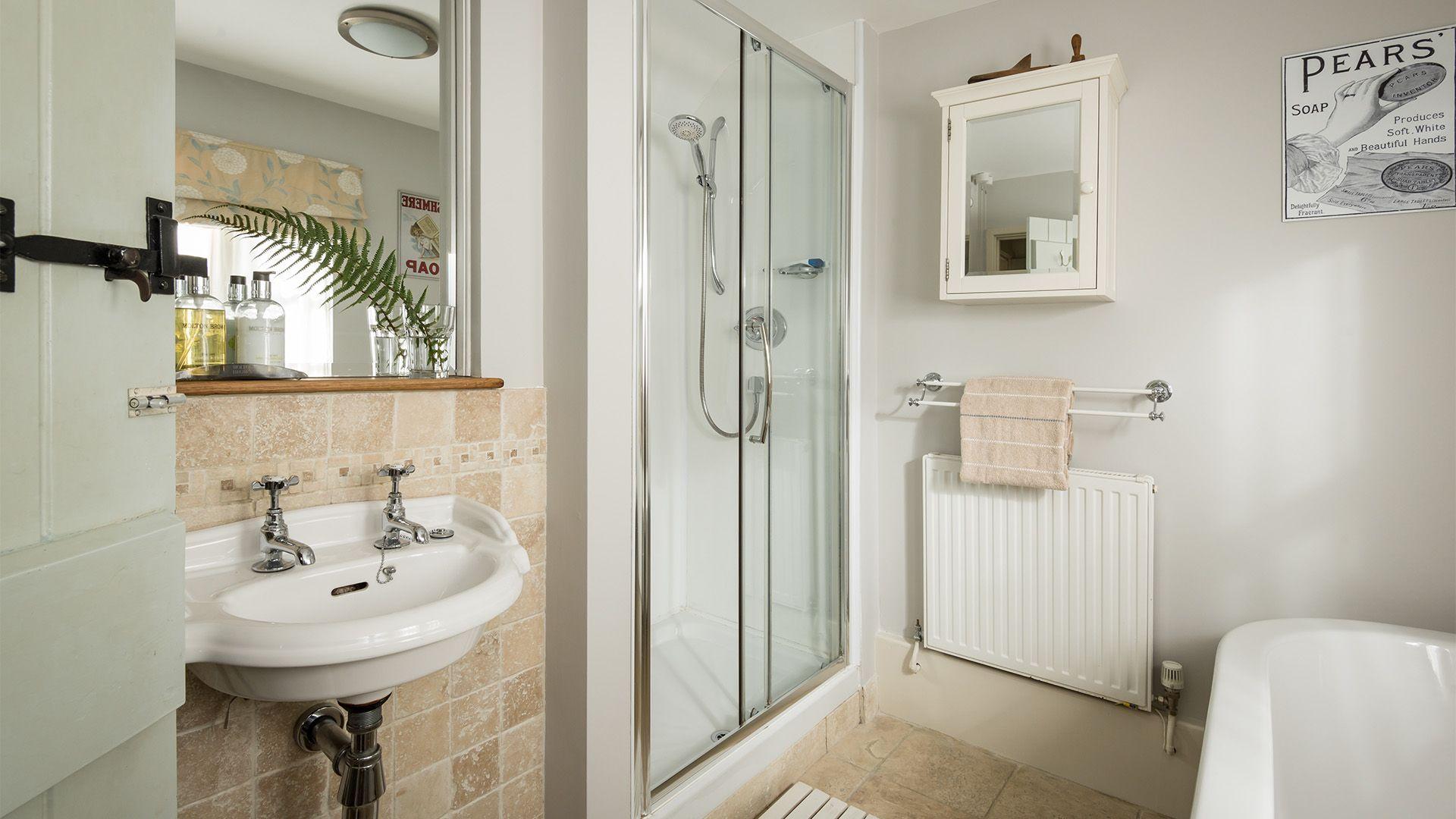 Family bathroom, Old Fox Cottage, Bolthole Retreats
