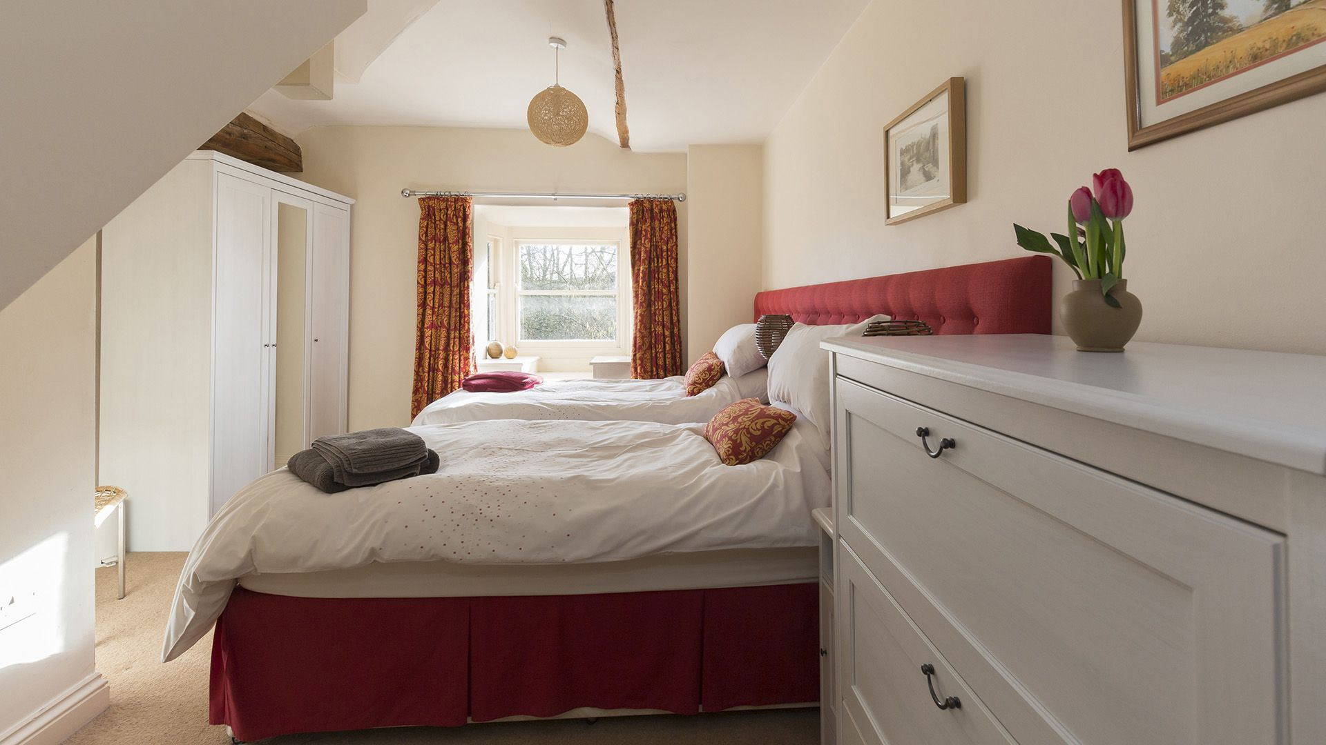 Bedroom 2, twin, The Leat at Wynard Mill, Bolthole Retreats