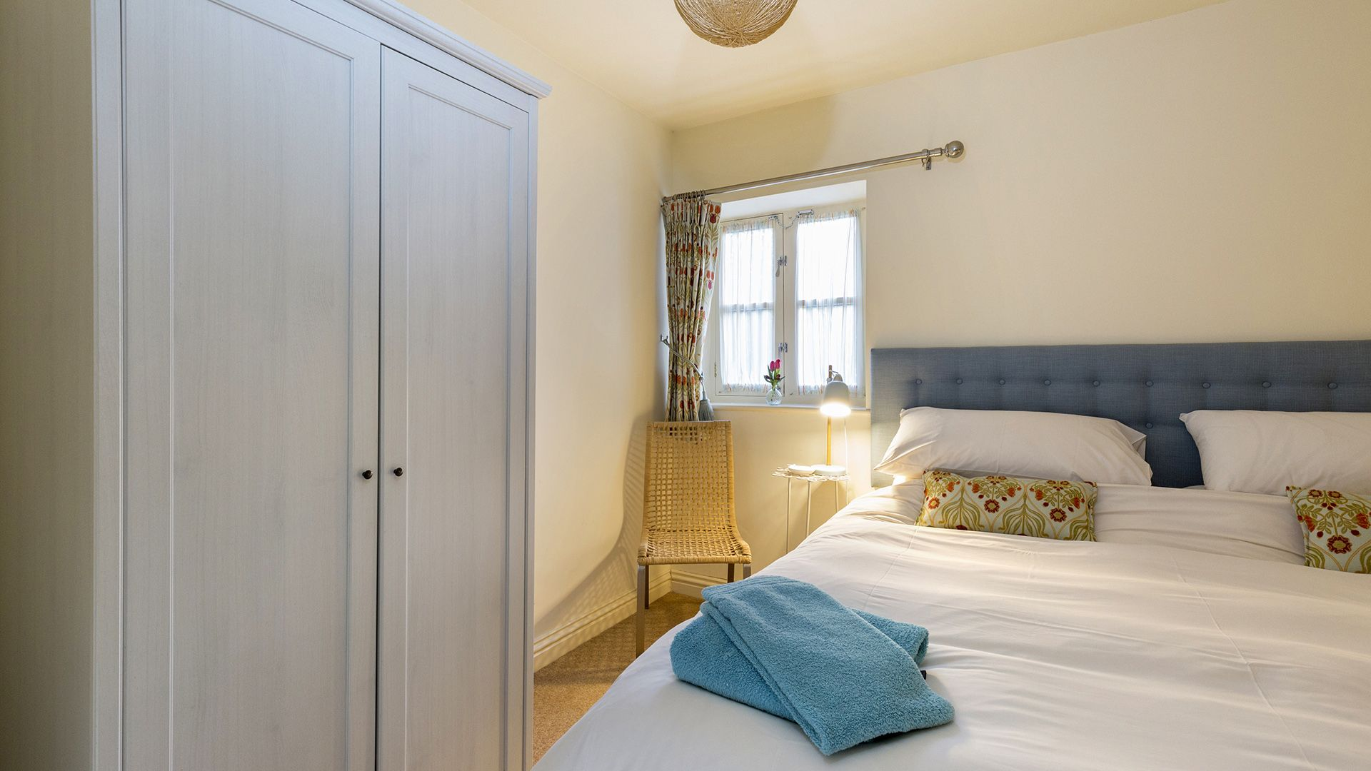 Bedroom 1, en-suite shower, The Leat at Wynard Mill, Bolthole Retreats