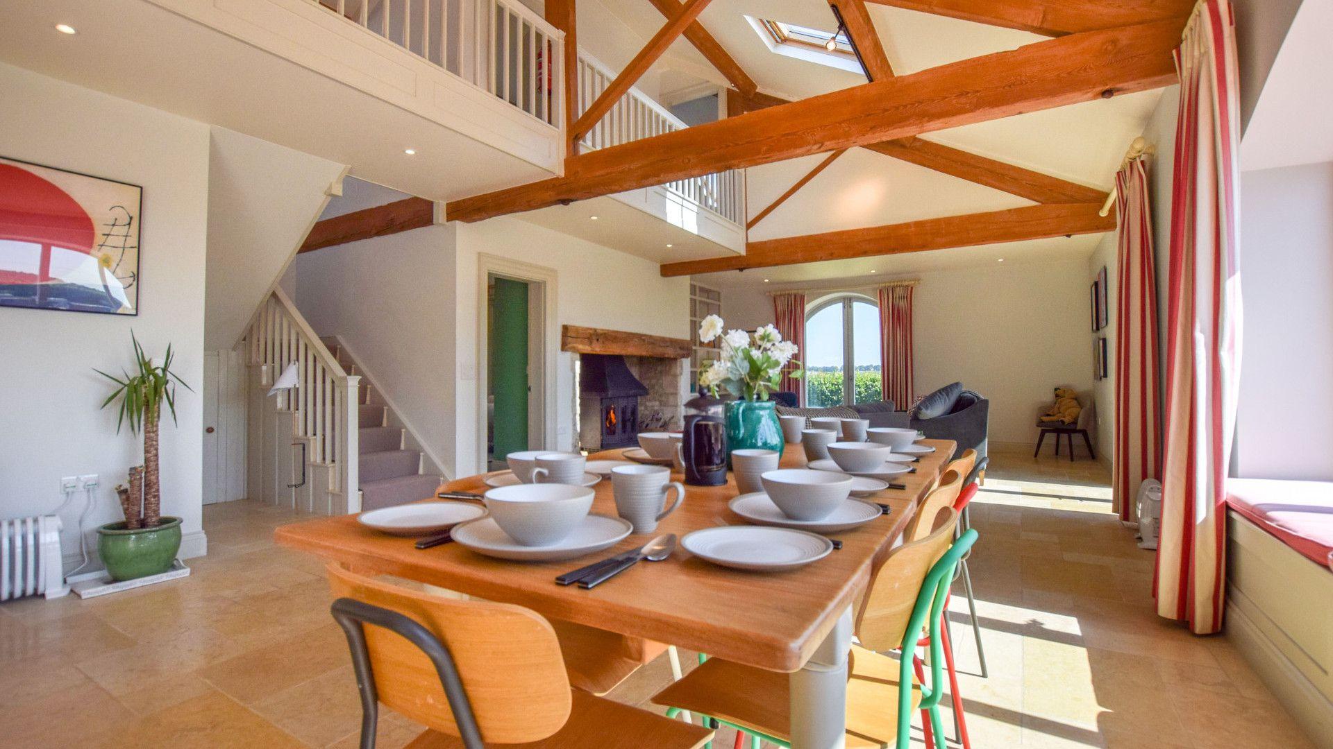 Dining area, Oldbury Barn, Bolthole Retreats