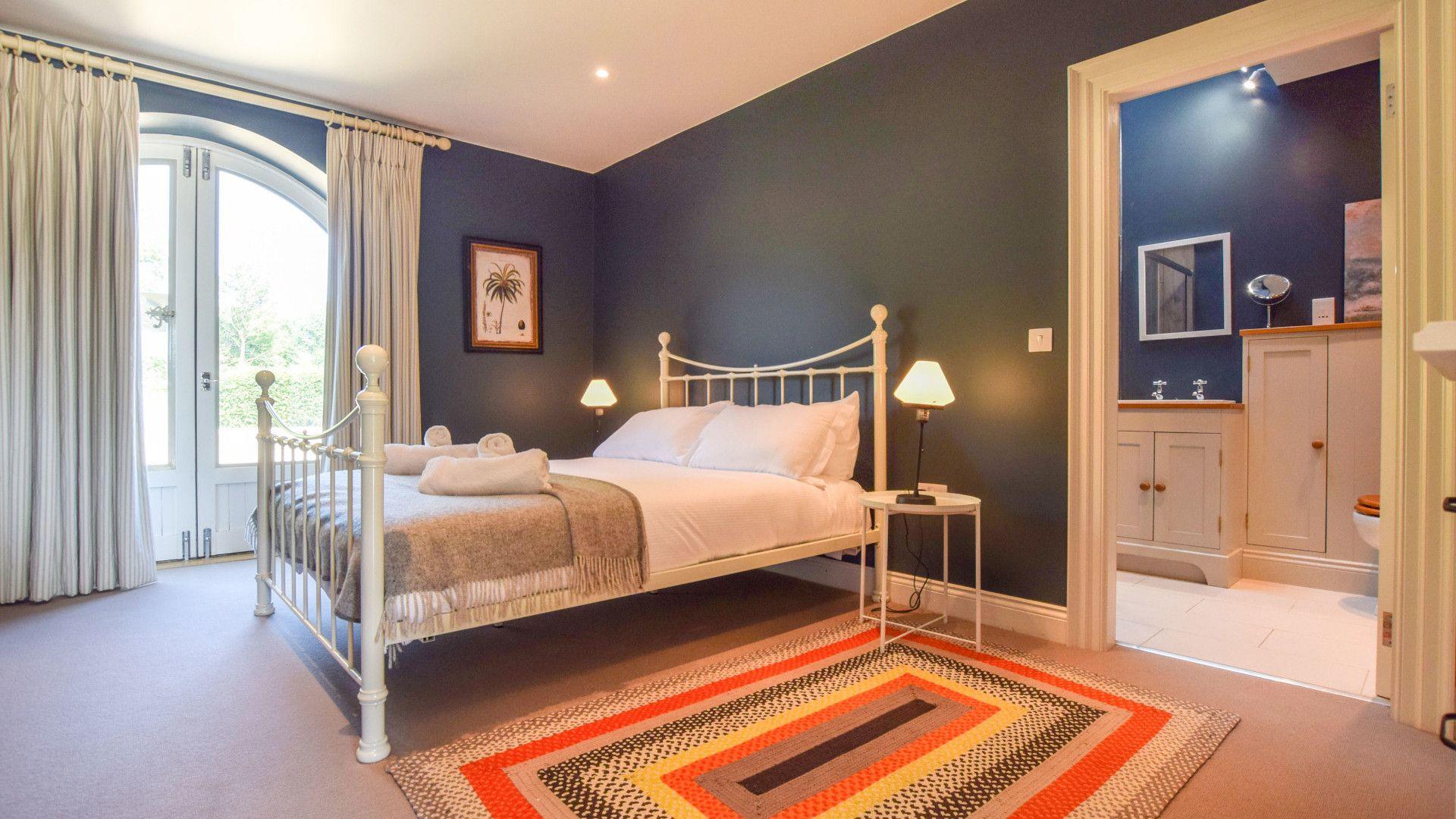 Bedroom 2, Oldbury Barn, Bolthole Retreats