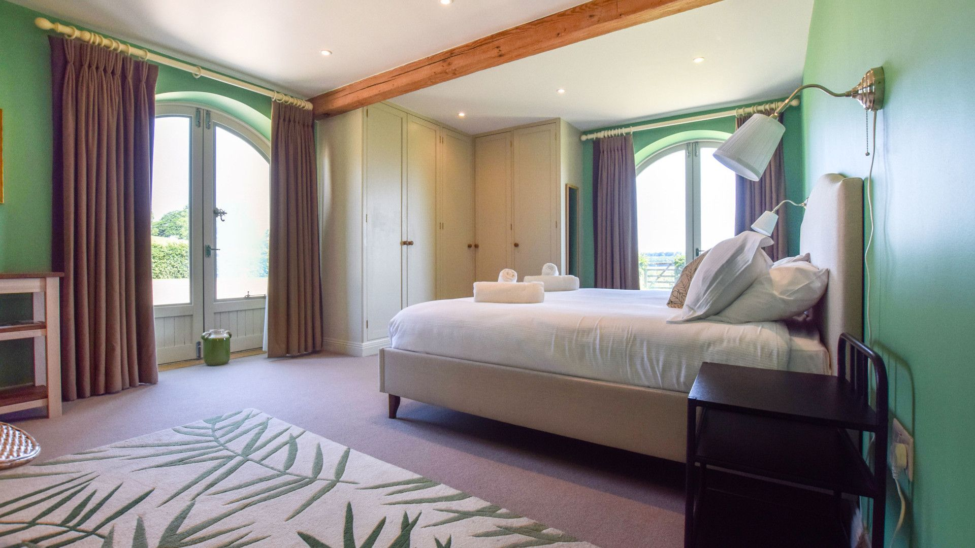 Bedroom 1, Oldbury Barn, Bolthole Retreats