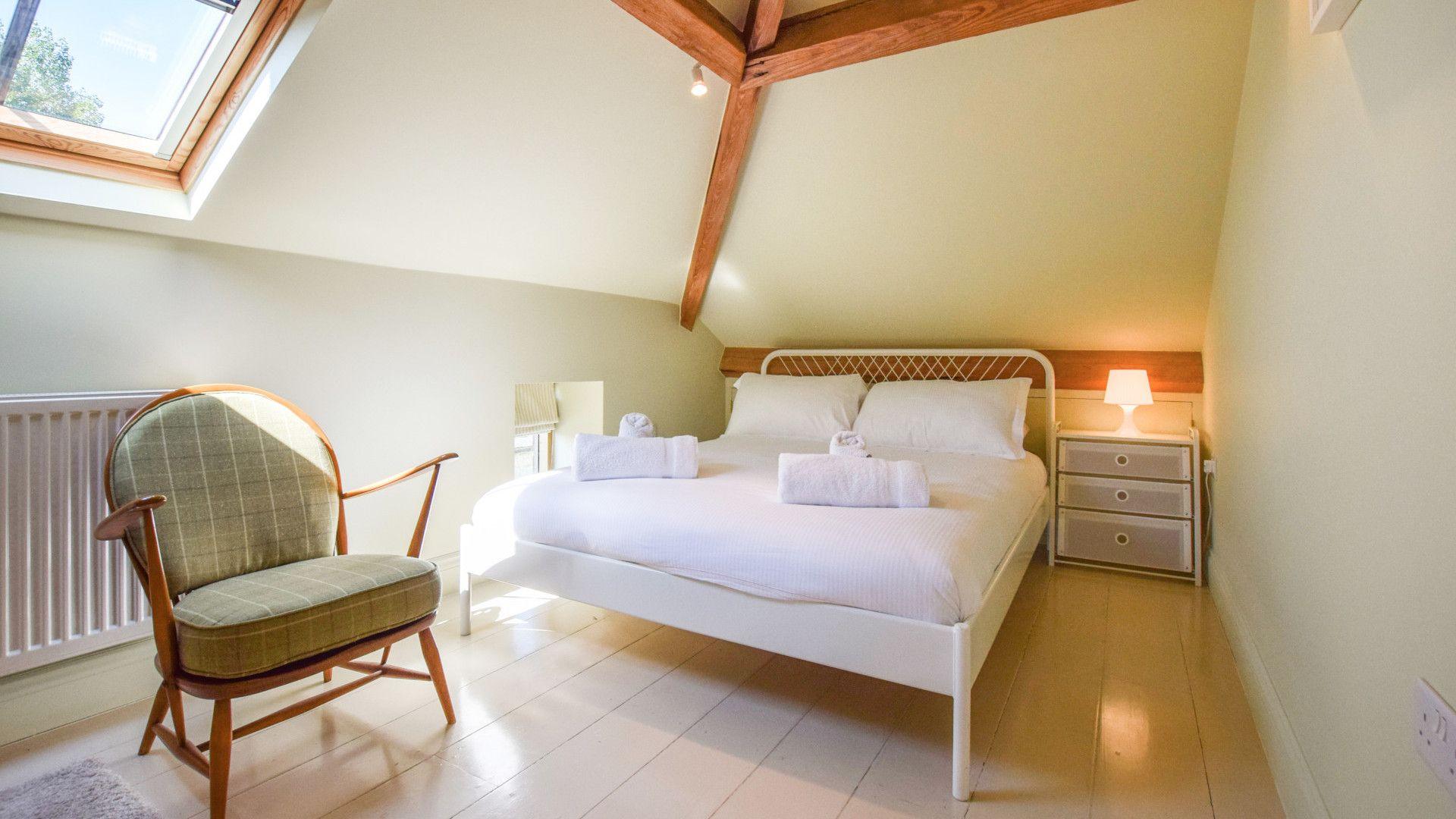 Bedroom 3, Oldbury Barn, Bolthole Retreats
