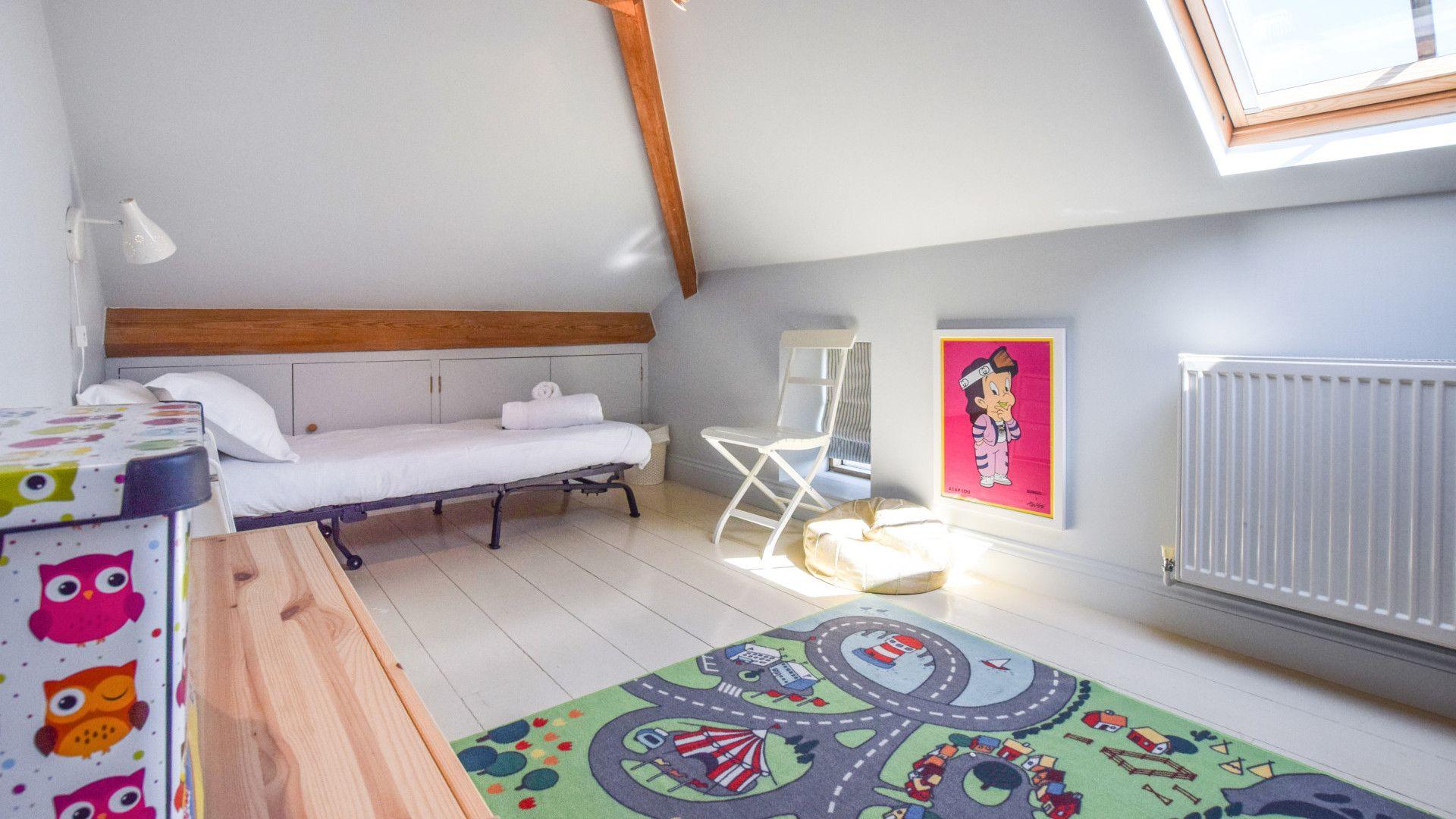Bedroom 4, Family bedroom, Oldbury Barn, Bolthole Retreats