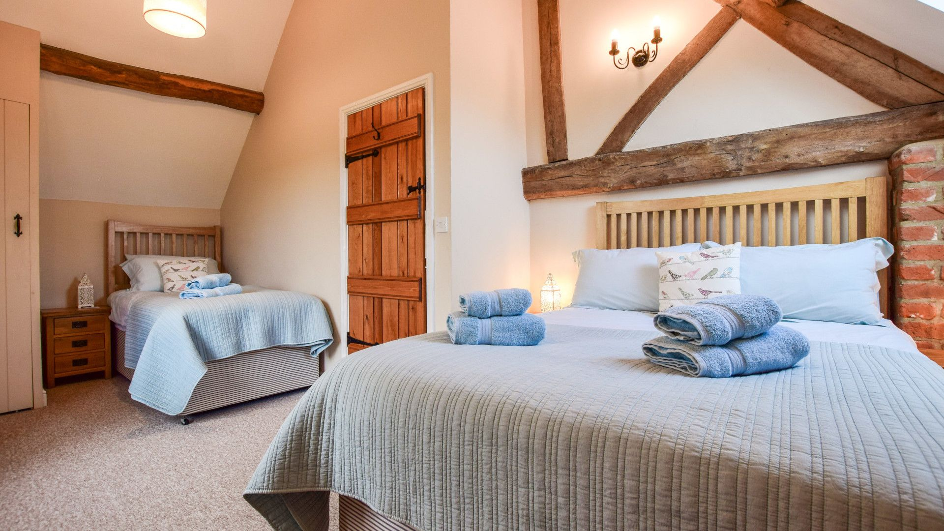 Bedroom 2, double and single, Owl's End, Bolthole Retreats