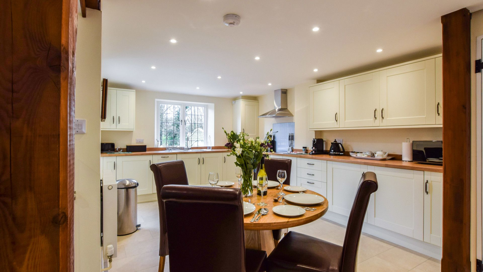 Kitchen dining area, Queen Mary Cottage at Sudeley Castle, Bolthole Retreats