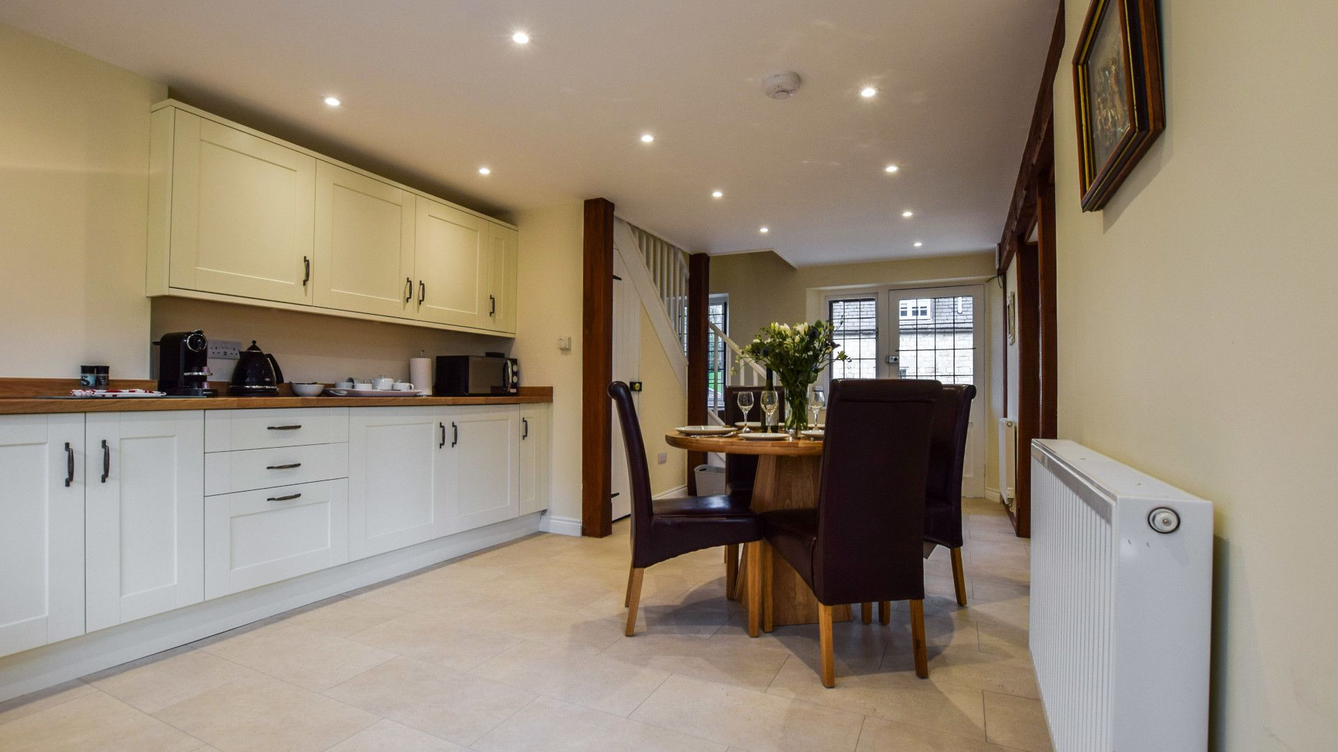 Kitchen with dining table, Queen Mary Cottage at Sudeley Castle, Bolthole Retreats