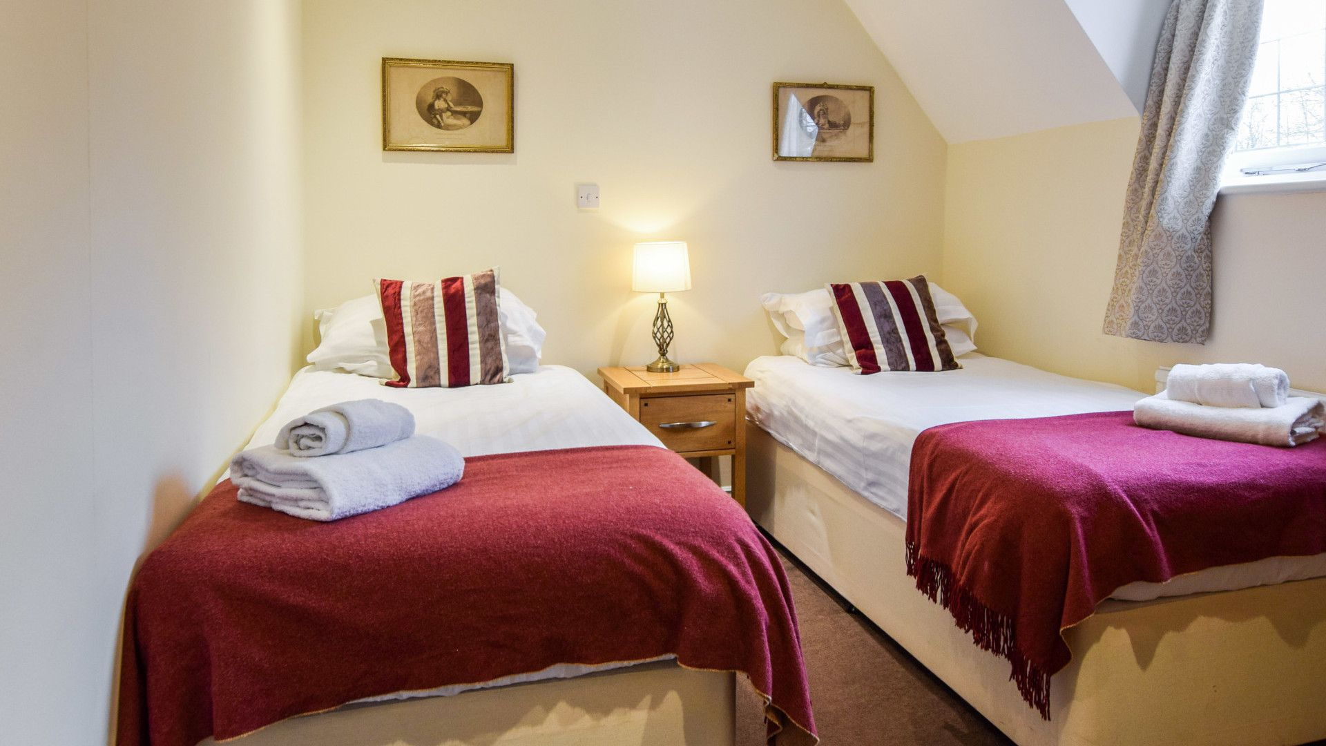 Bedroom 2, Queen Mary Cottage at Sudeley Castle, Bolthole Retreats