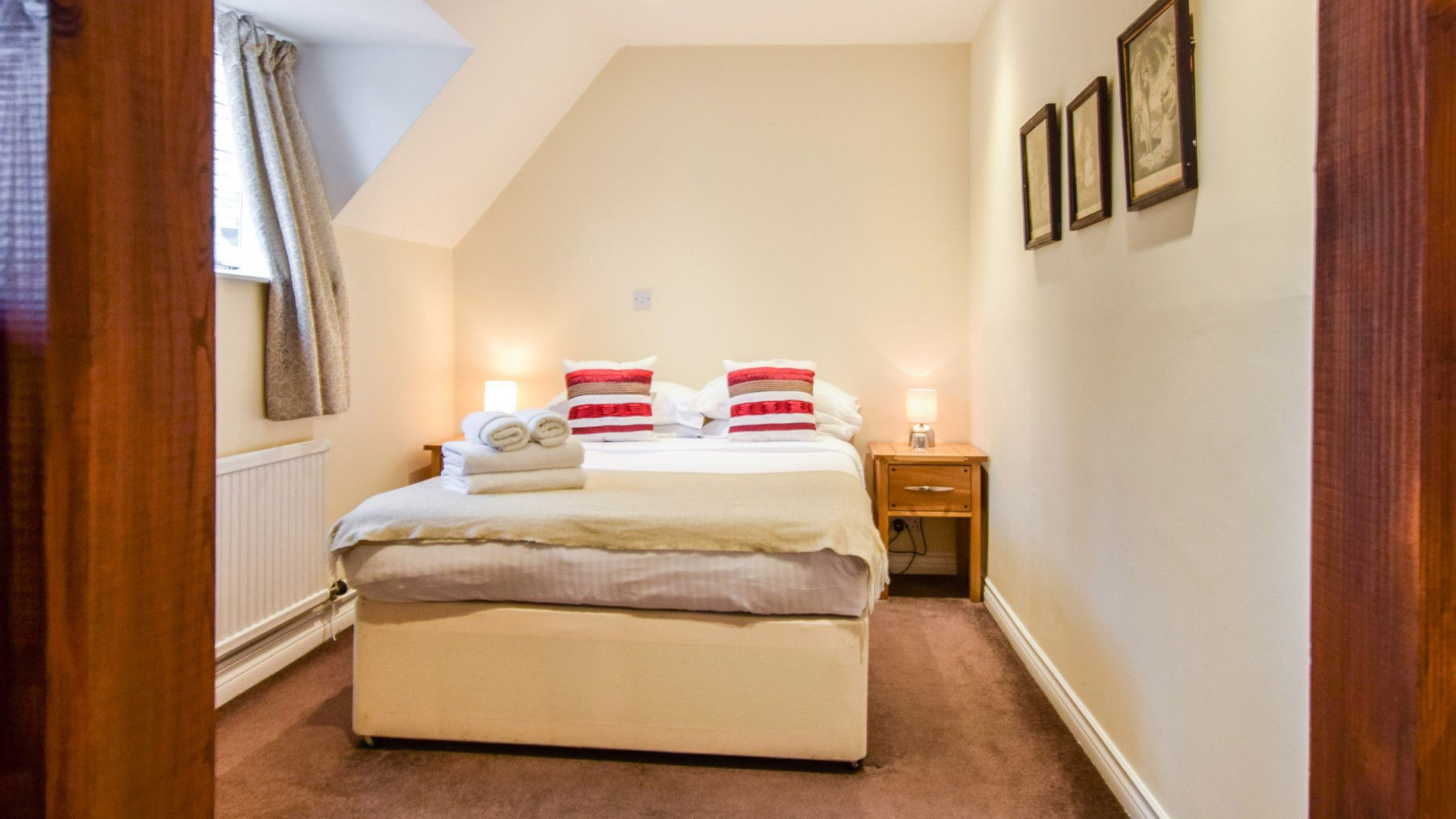 Bedroom 1, Queen Mary Cottage at Sudeley Castle, Bolthole Retreats