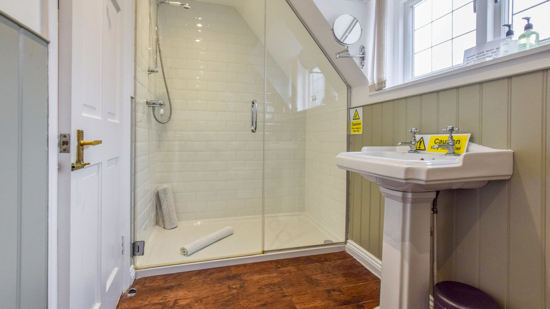Family bathroom, Queen Mary Cottage at Sudeley Castle, Bolthole Retreats
