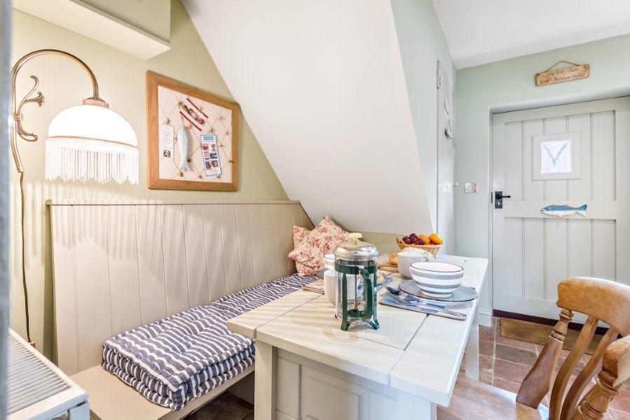 Sutton Cottage | Dining area