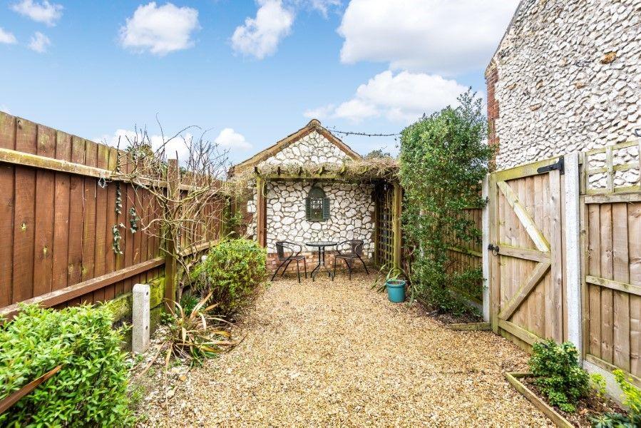Sutton Cottage | Private garden