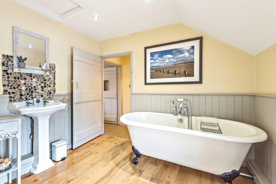 Sutton Cottage | Bathroom