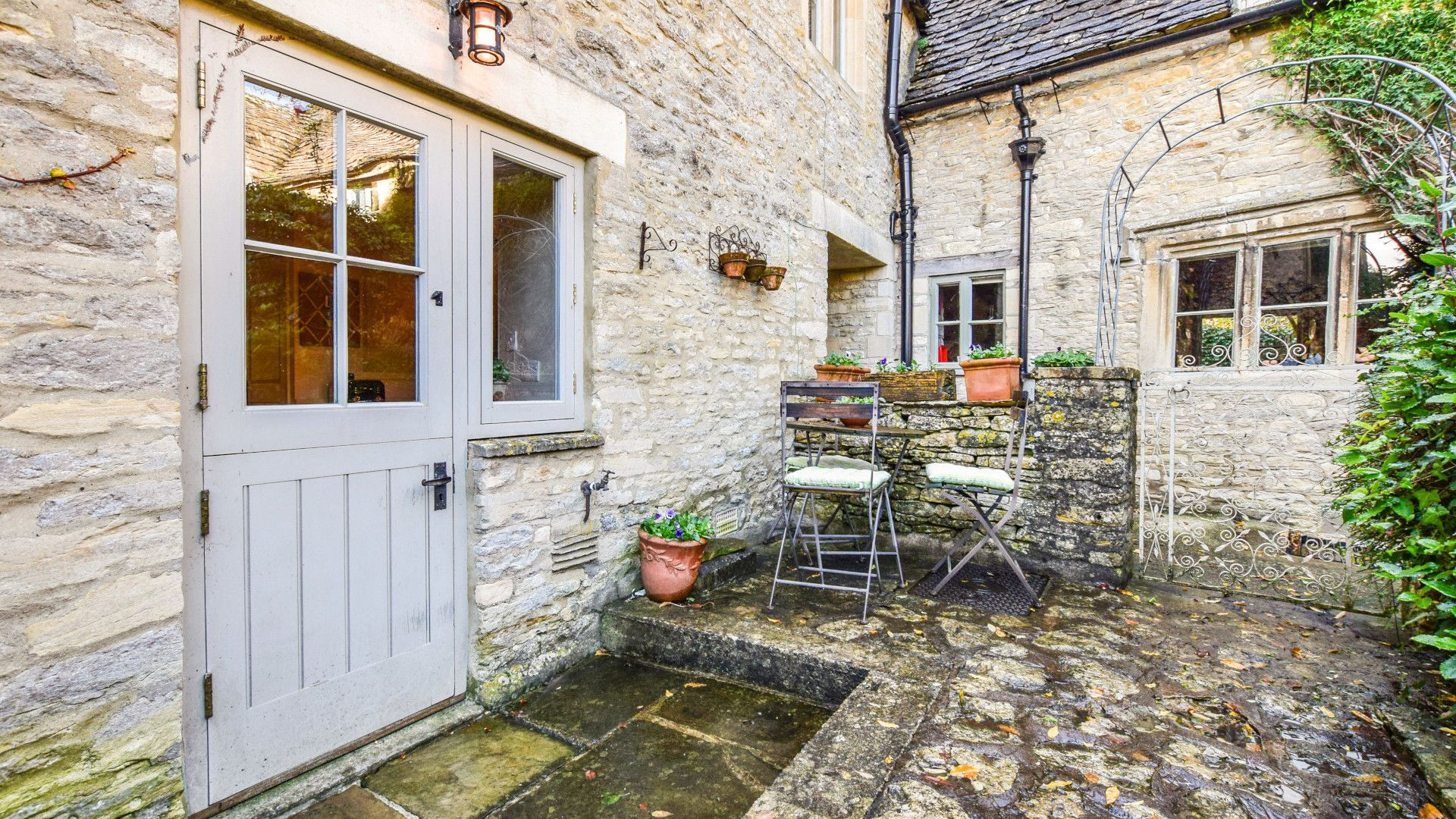 Courtyard, patio area, Spinners Cottage,  Bolthole Retreats