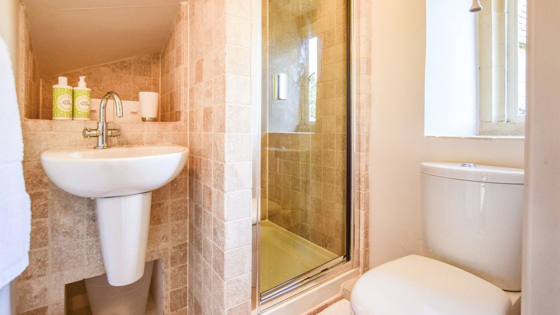 Family shower room, Spinners Cottage,  Bolthole Retreats