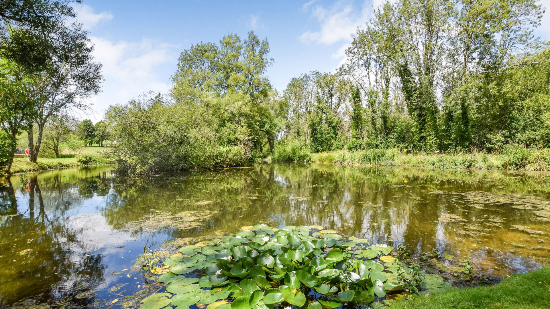 The gardens and lake at the adjacent Inn at Fossebridge, Stable Cottage, Bolthole Retreats