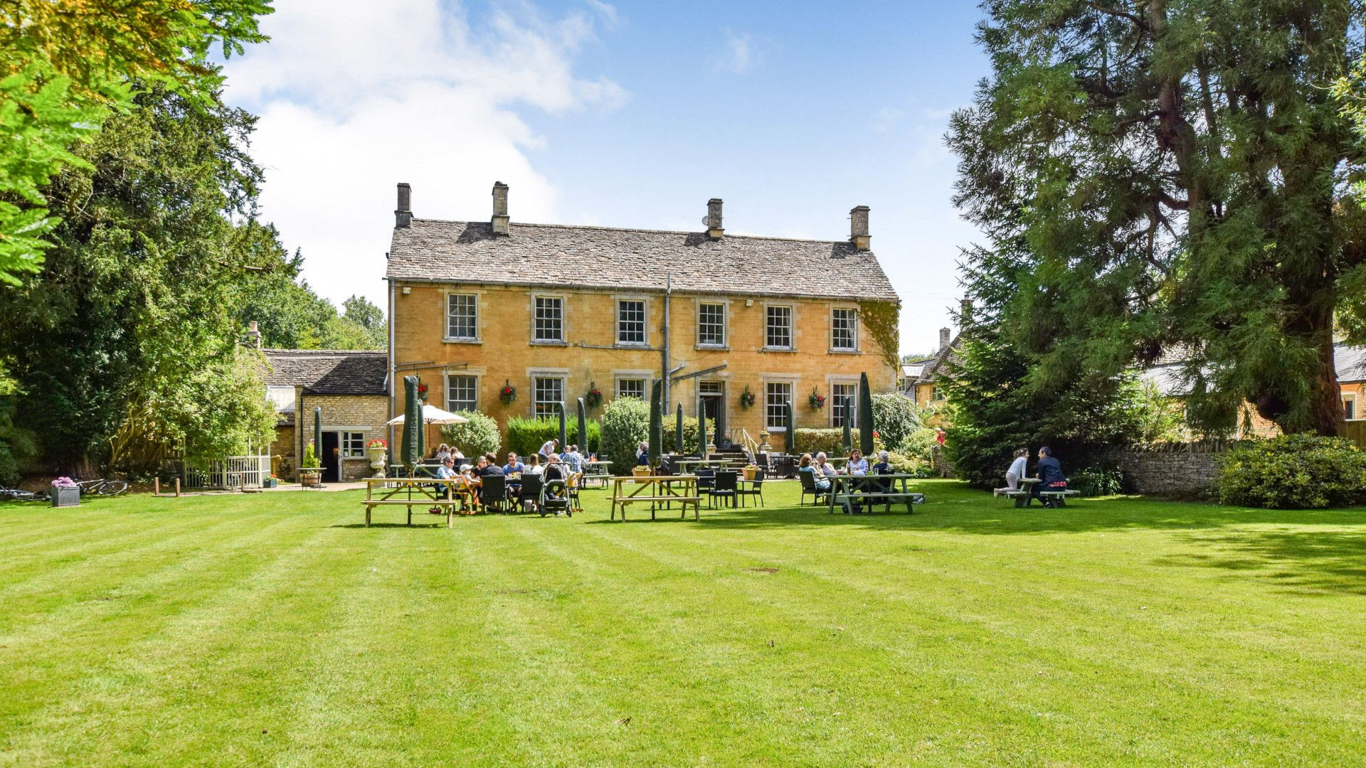 The Inn at Fossebridge and gardens, Stable Cottage, Bolthole Retreats