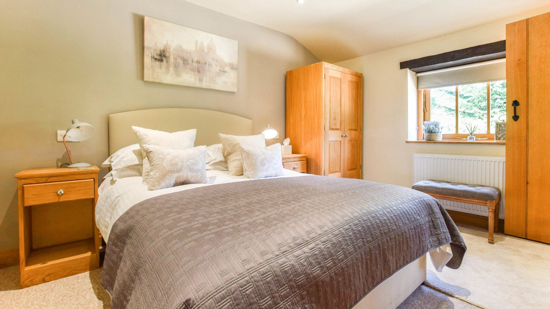Bedroom 1, Stable Cottage, Bolthole Retreats