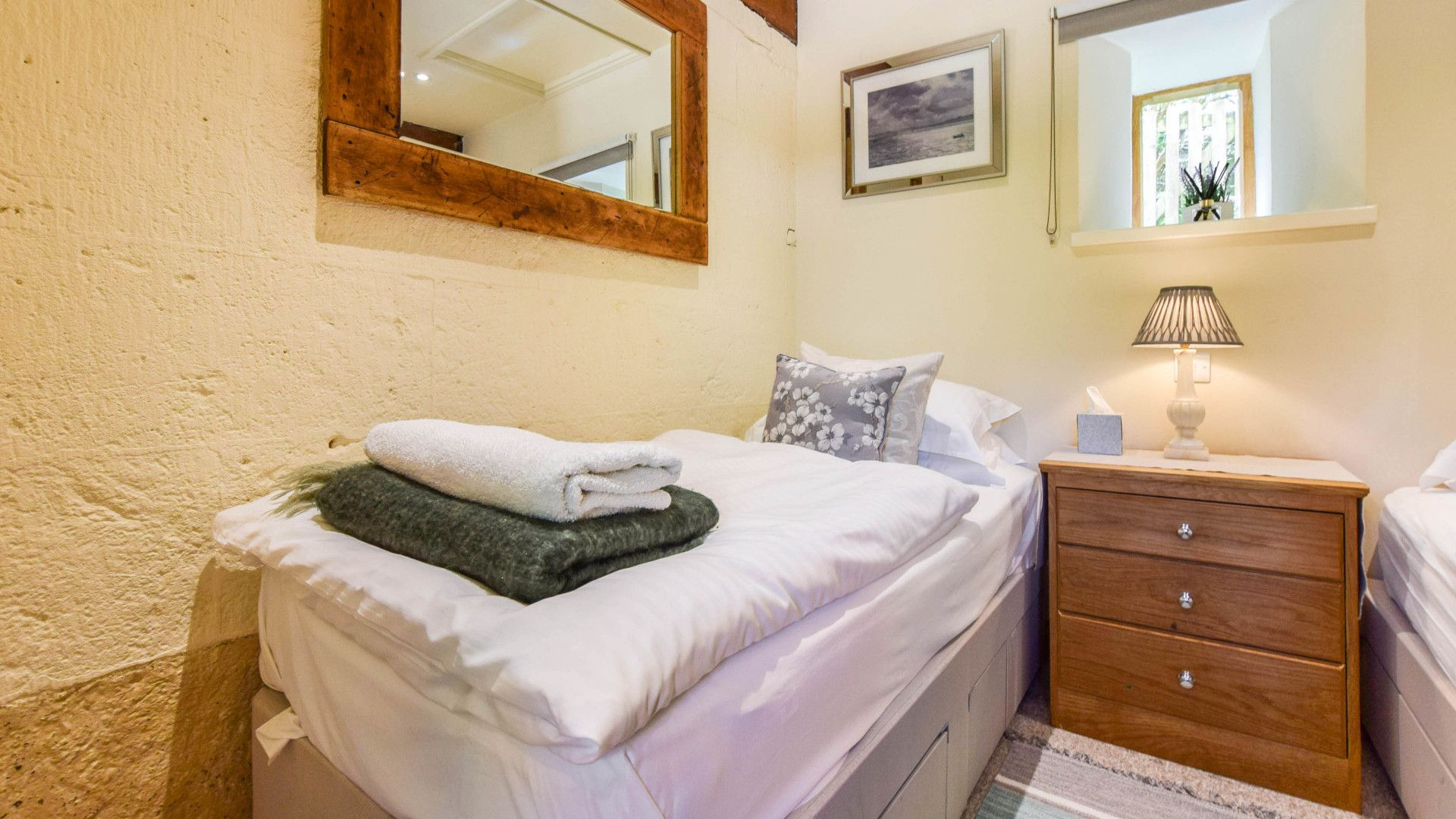 Bedroom 2, twin, Stable Cottage, Bolthole Retreats