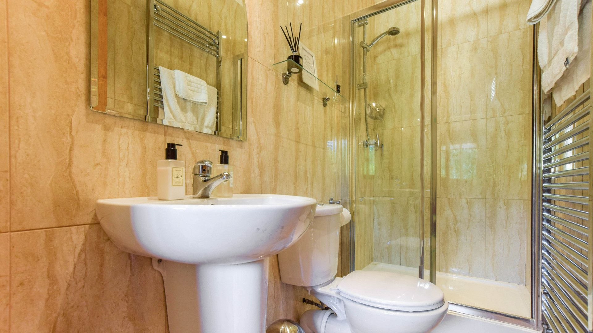 Family bathroom, Stable Cottage, Bolthole Retreats