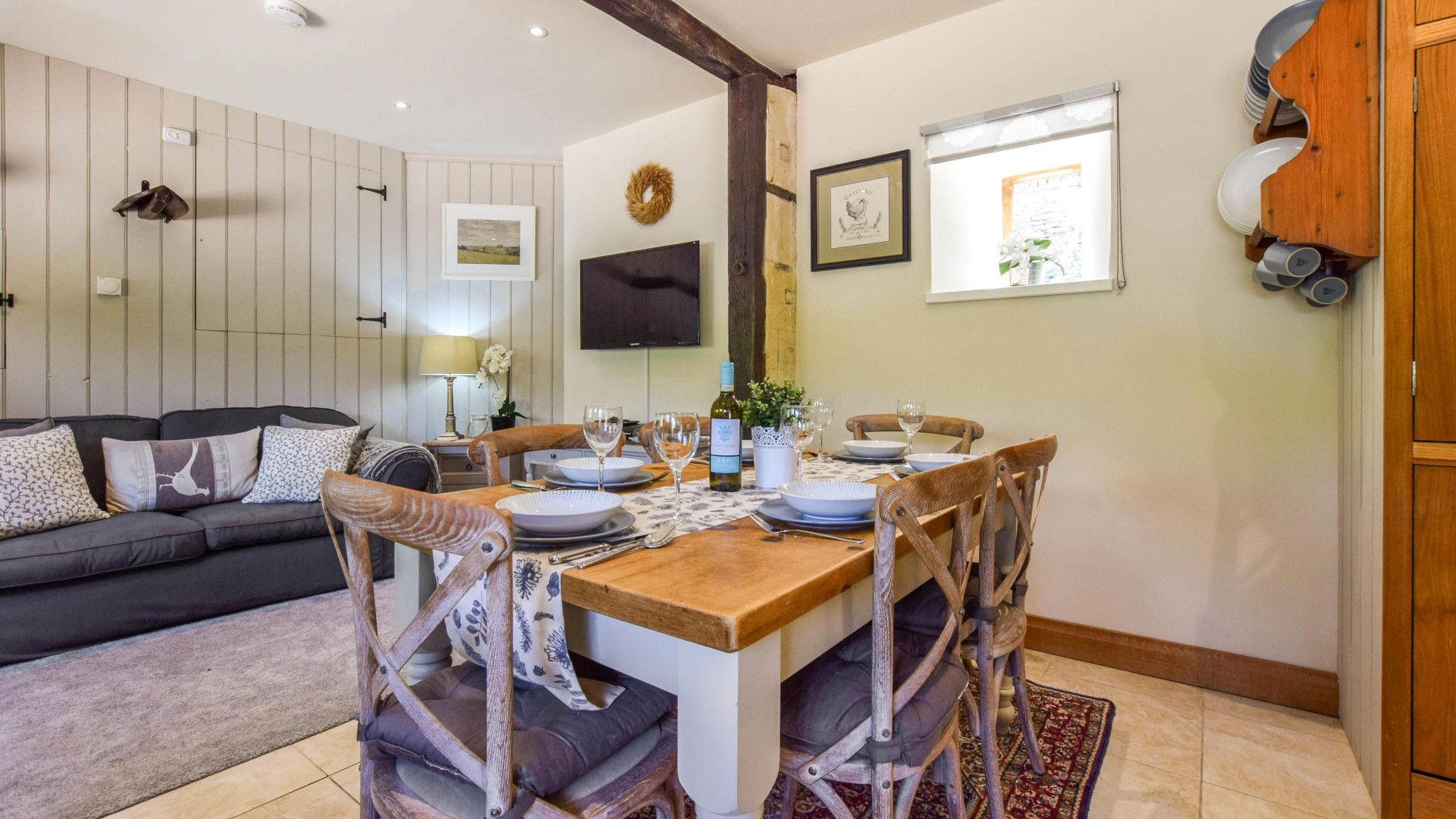 Dining & living areas, Stable Cottage, Bolthole Retreats