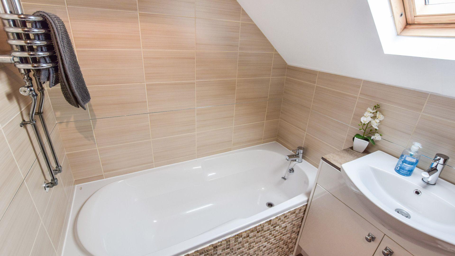 Family bathroom, Stable Cottage at Avon Farm, Bolthole Retreats