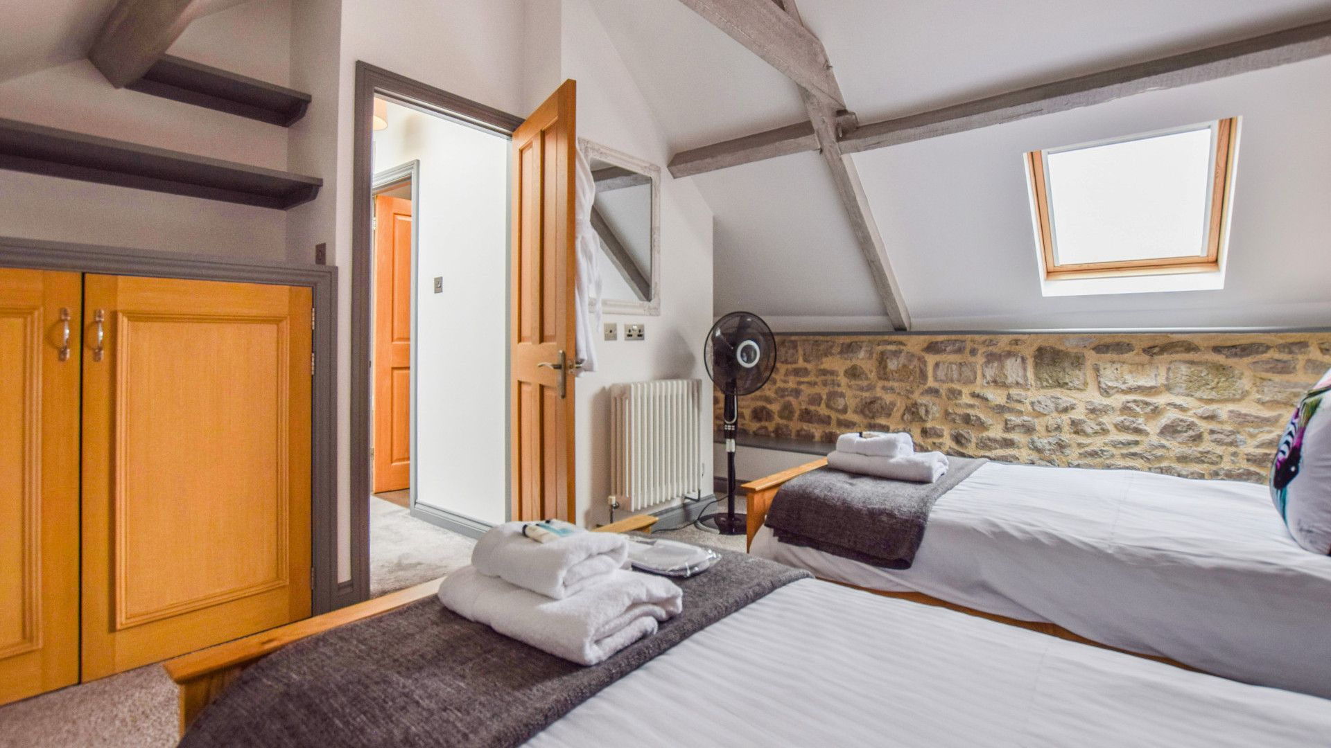 Bedroom 2, Twin, Stable Cottage at Avon Farm, Bolthole Retreats