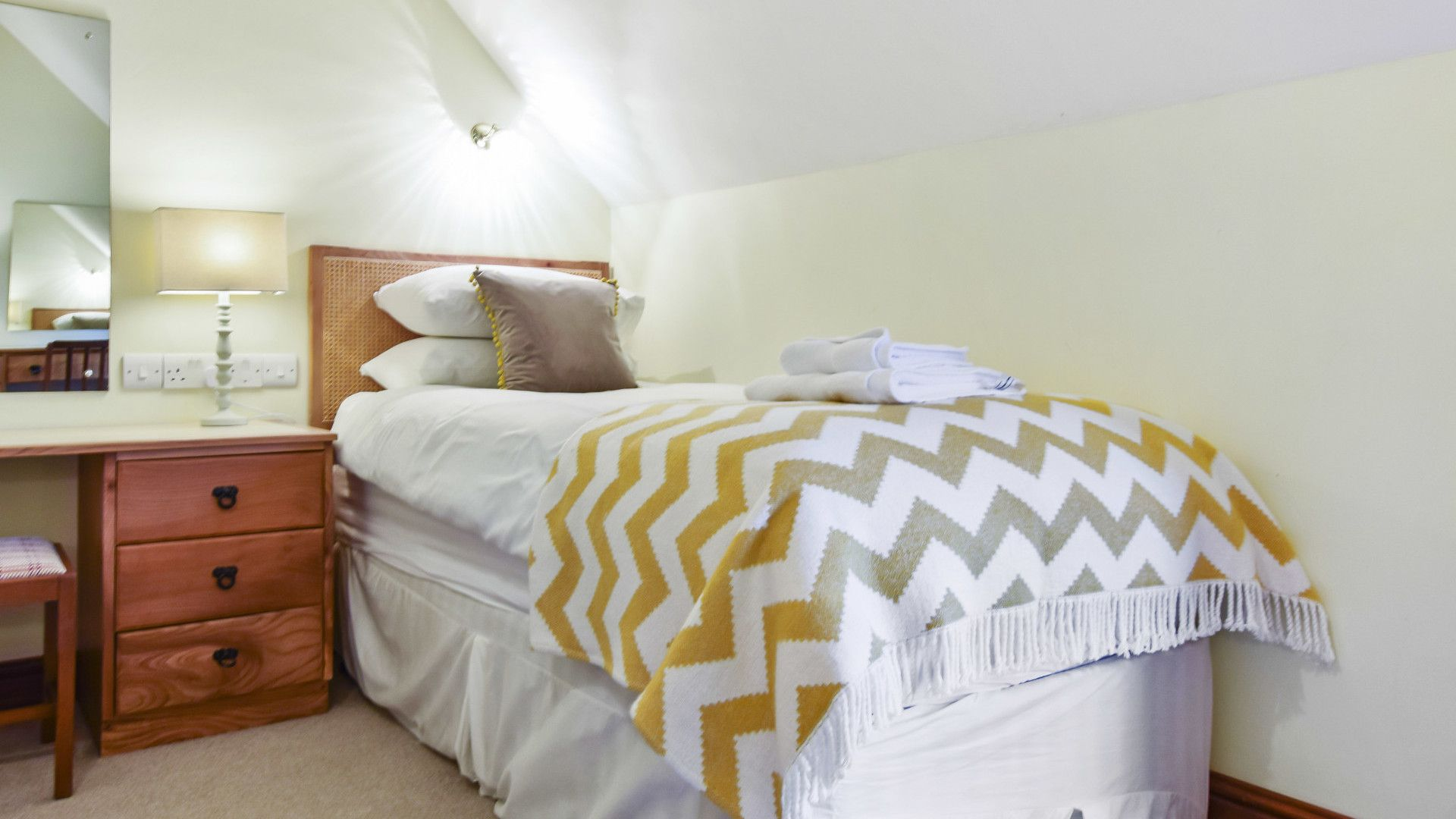 Bedroom 2, twin, Stepping Stones, Bolthole Retreats