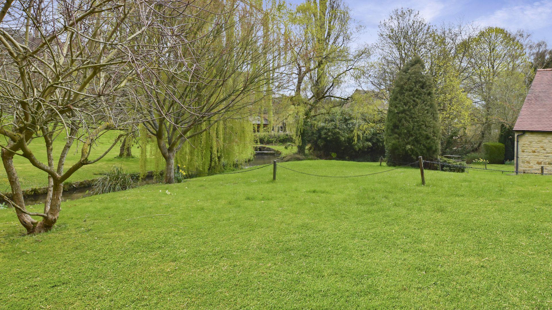 Shared gardens, Stepping Stones, Bolthole Retreats