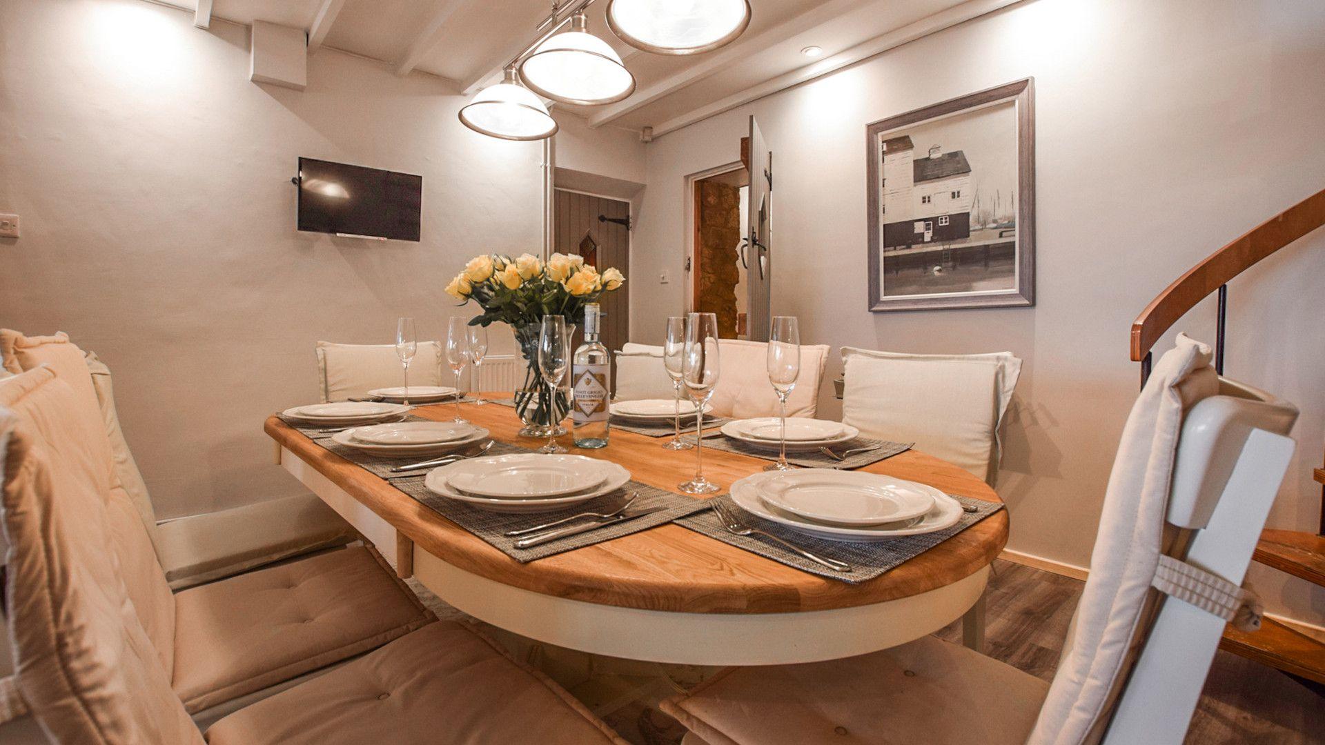 Dining area, Suncroft, Bolthole Retreats