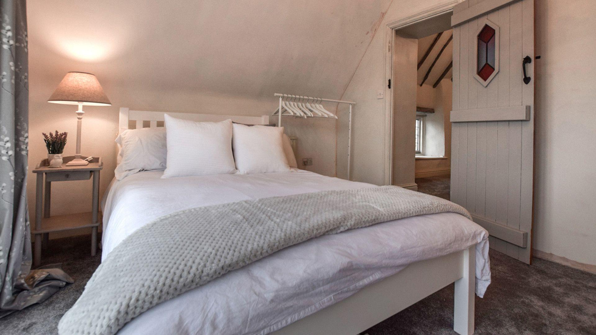Bedroom 3/Study - double room, Suncroft, Bolthole Retreats