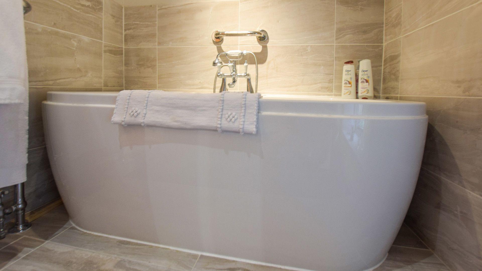 Family bathroom, Suncroft, Bolthole Retreats