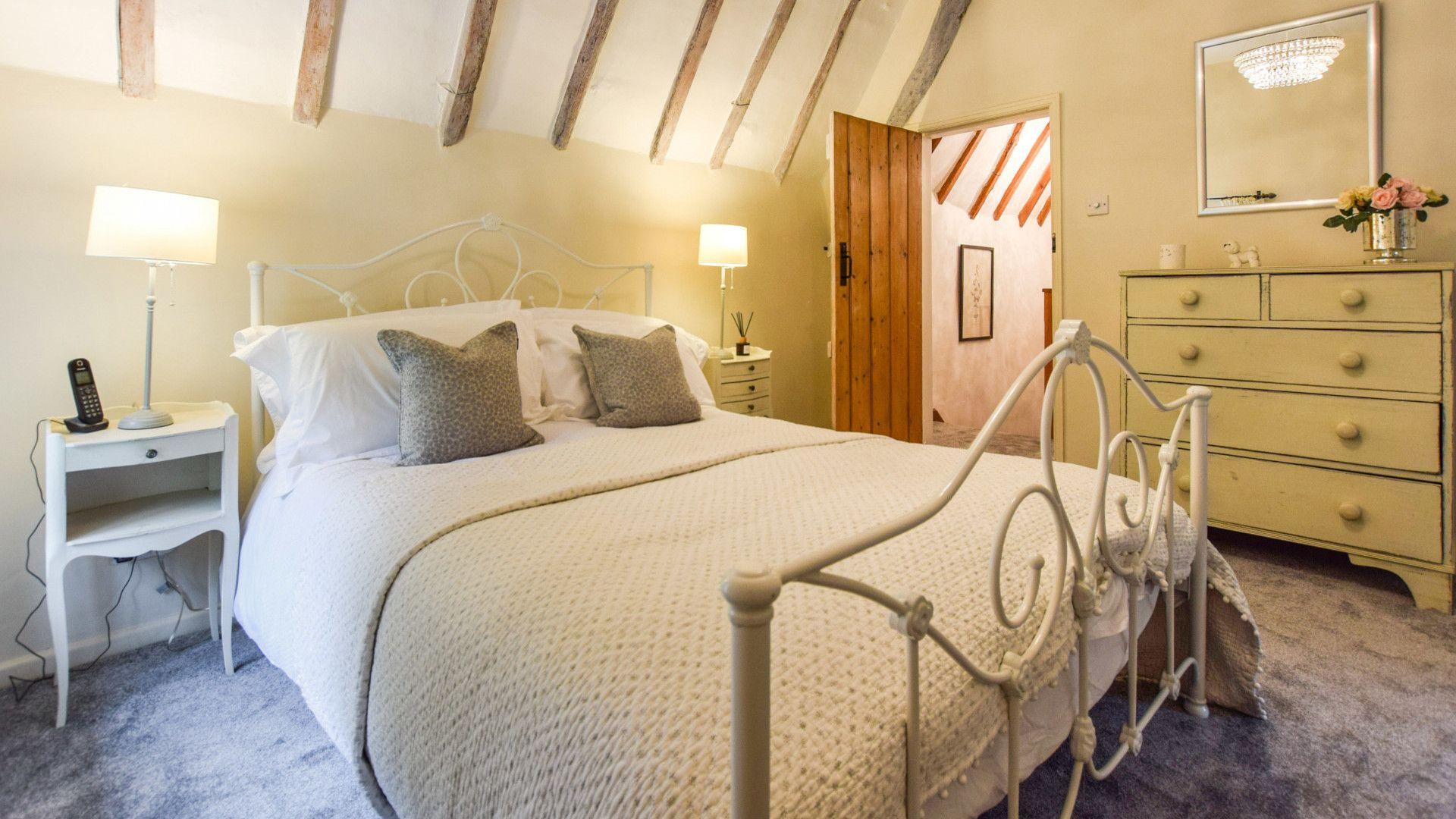 Bedroom 1, king-size double, Suncroft, Bolthole Retreats