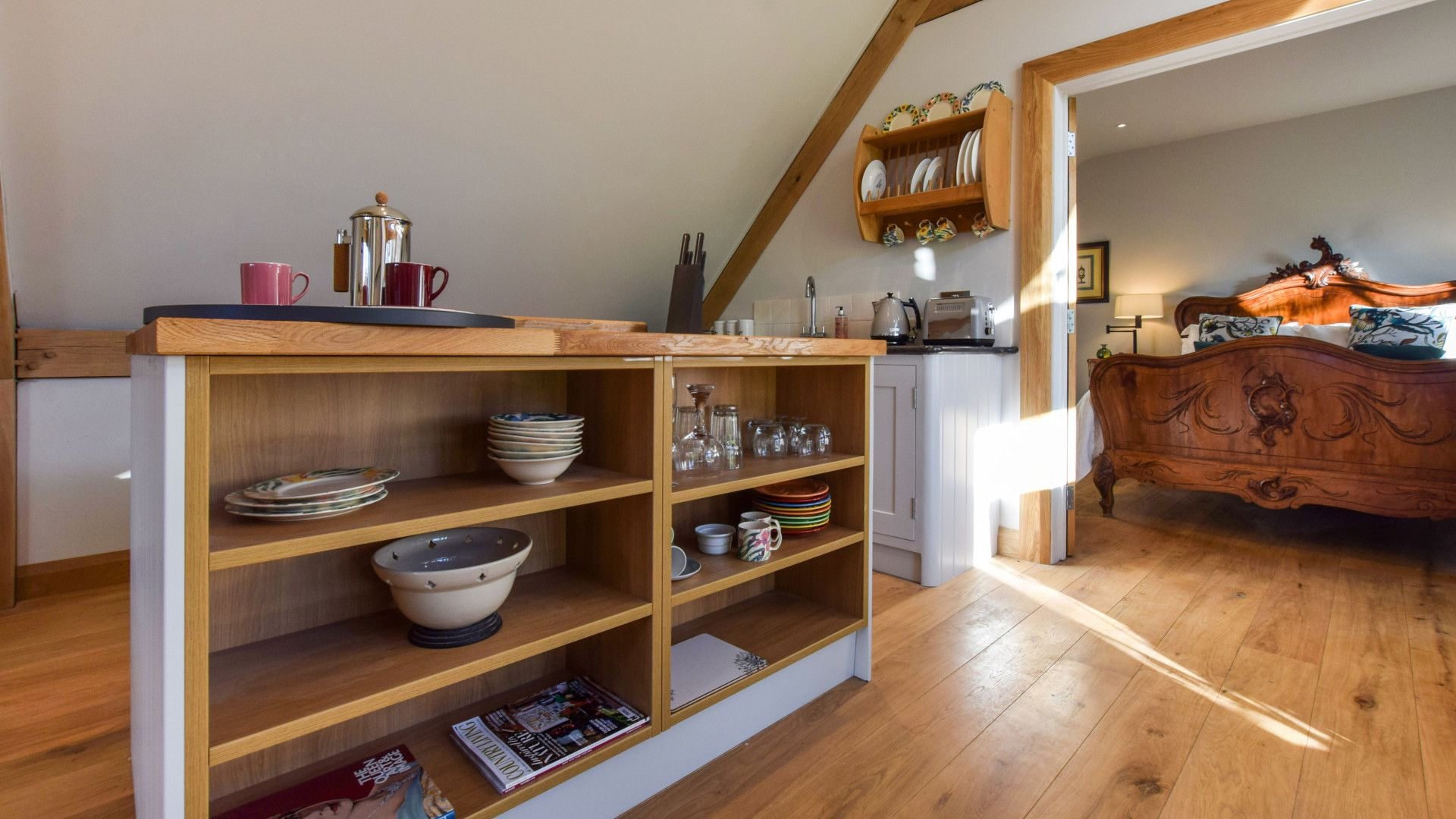 Kitchen and bedroom, Sycamore, Bolthole Retreats