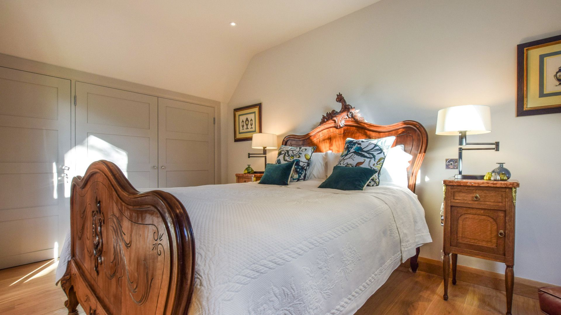 Bedroom with king-size bed, Sycamore, Bolthole Retreats